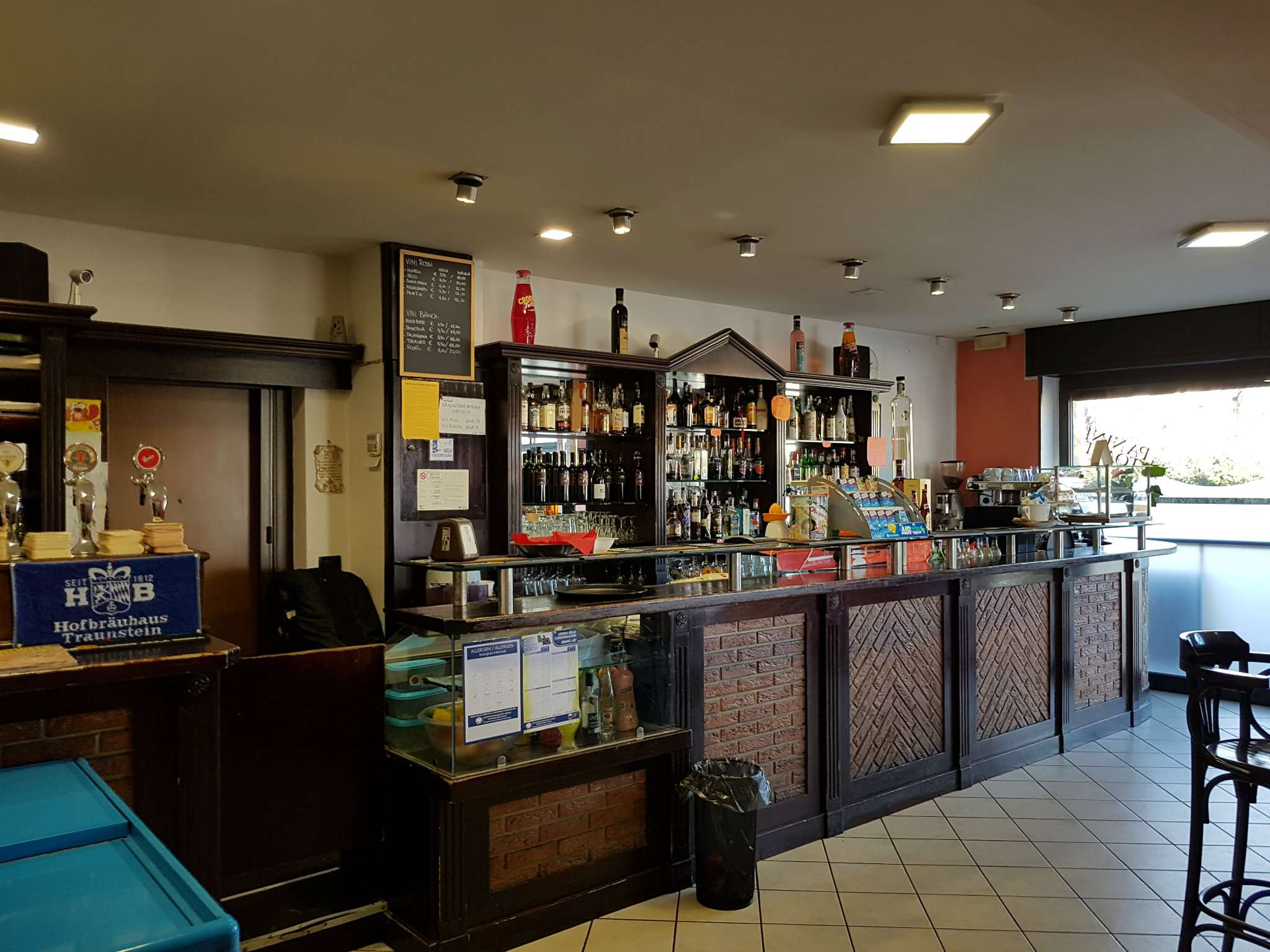 Bar in vendita a Tradate, 1 locali, prezzo € 150.000 | CambioCasa.it