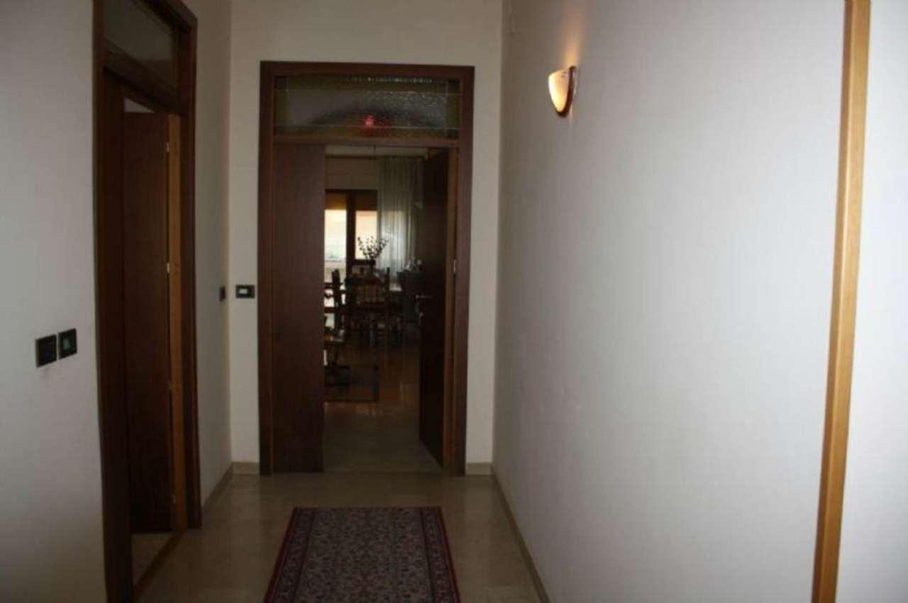 Appartamento in ottime condizioni parzialmente arredato in vendita Rif. 8938483