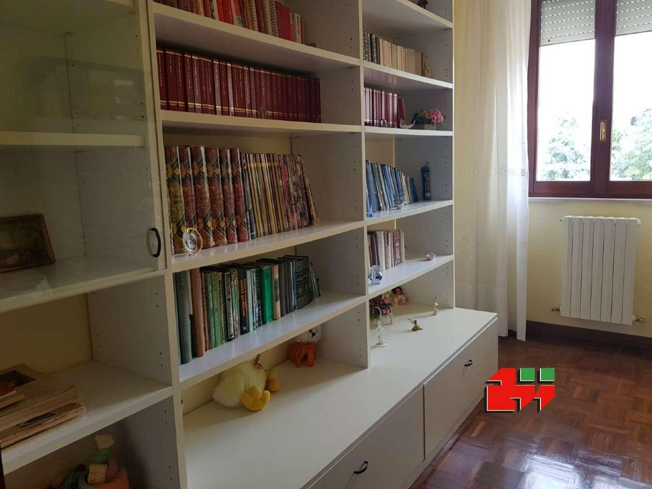 Appartamento in buone condizioni parzialmente arredato in vendita Rif. 8938492