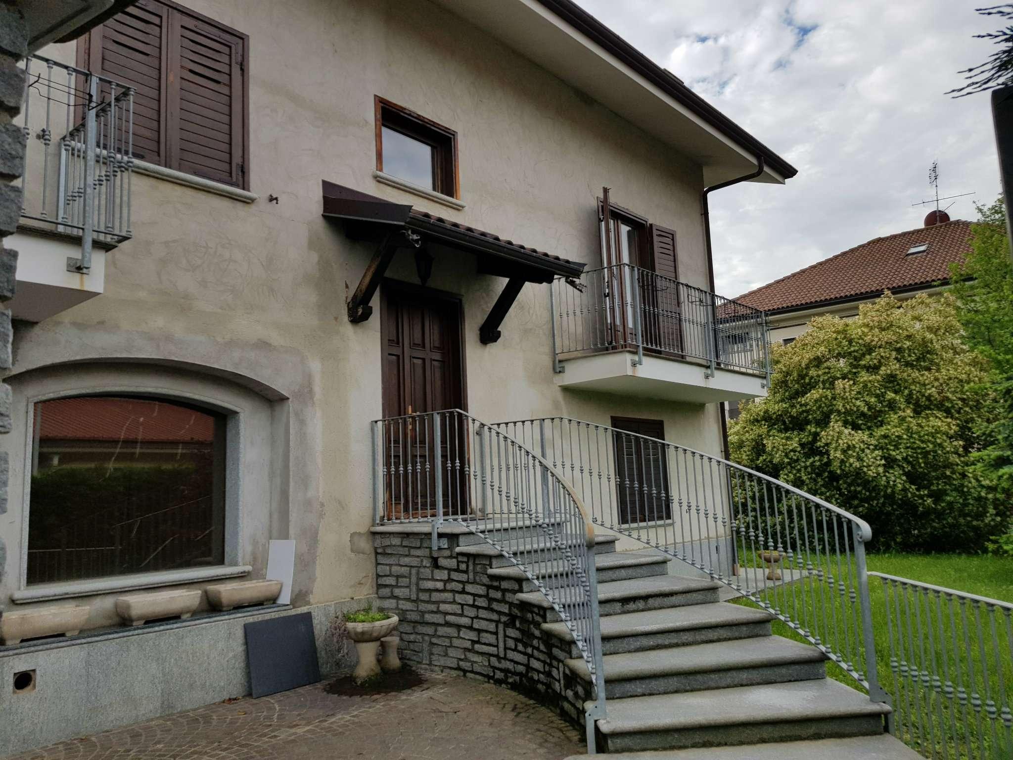 Villa in vendita a Cumiana, 9 locali, prezzo € 330.000 | CambioCasa.it