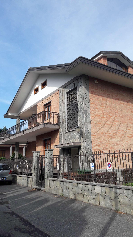 Appartamento parzialmente arredato in affitto Rif. 7811636