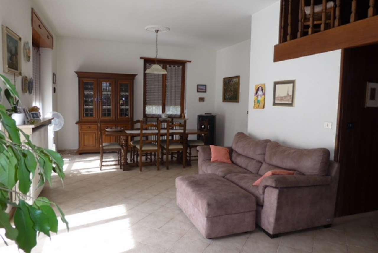 Appartamento in buone condizioni in vendita Rif. 8021230