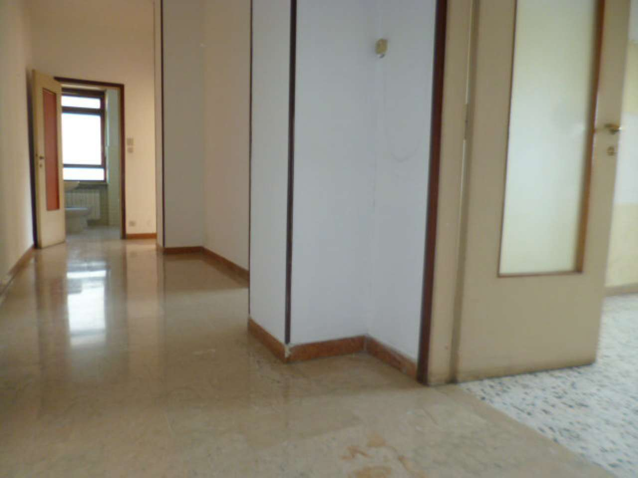 Appartamento in discrete condizioni in affitto Rif. 8141275