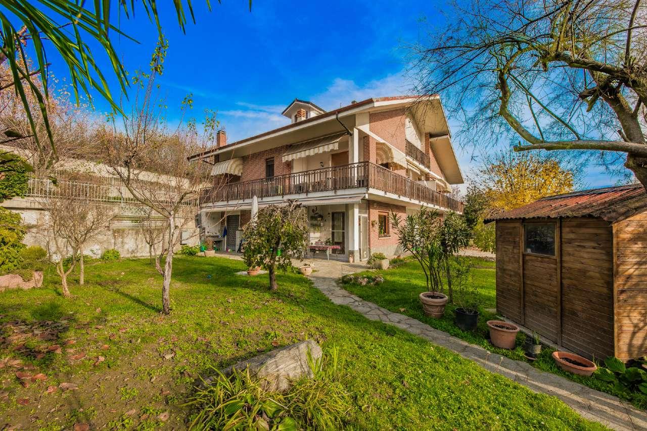 Appartamento in buone condizioni in vendita Rif. 8818010