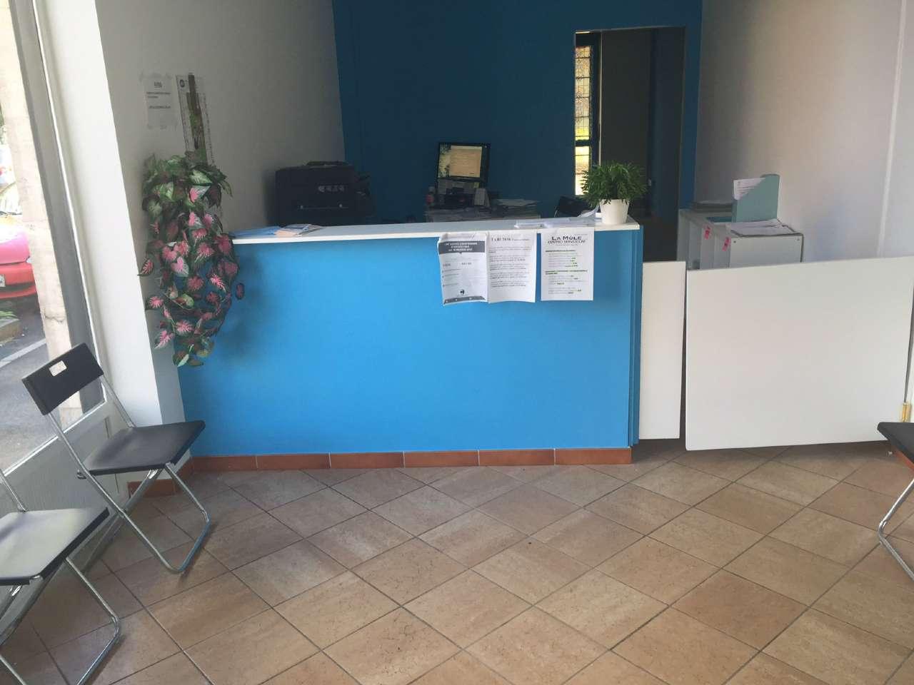 Negozio / Locale in affitto a Collegno, 2 locali, prezzo € 320 | CambioCasa.it