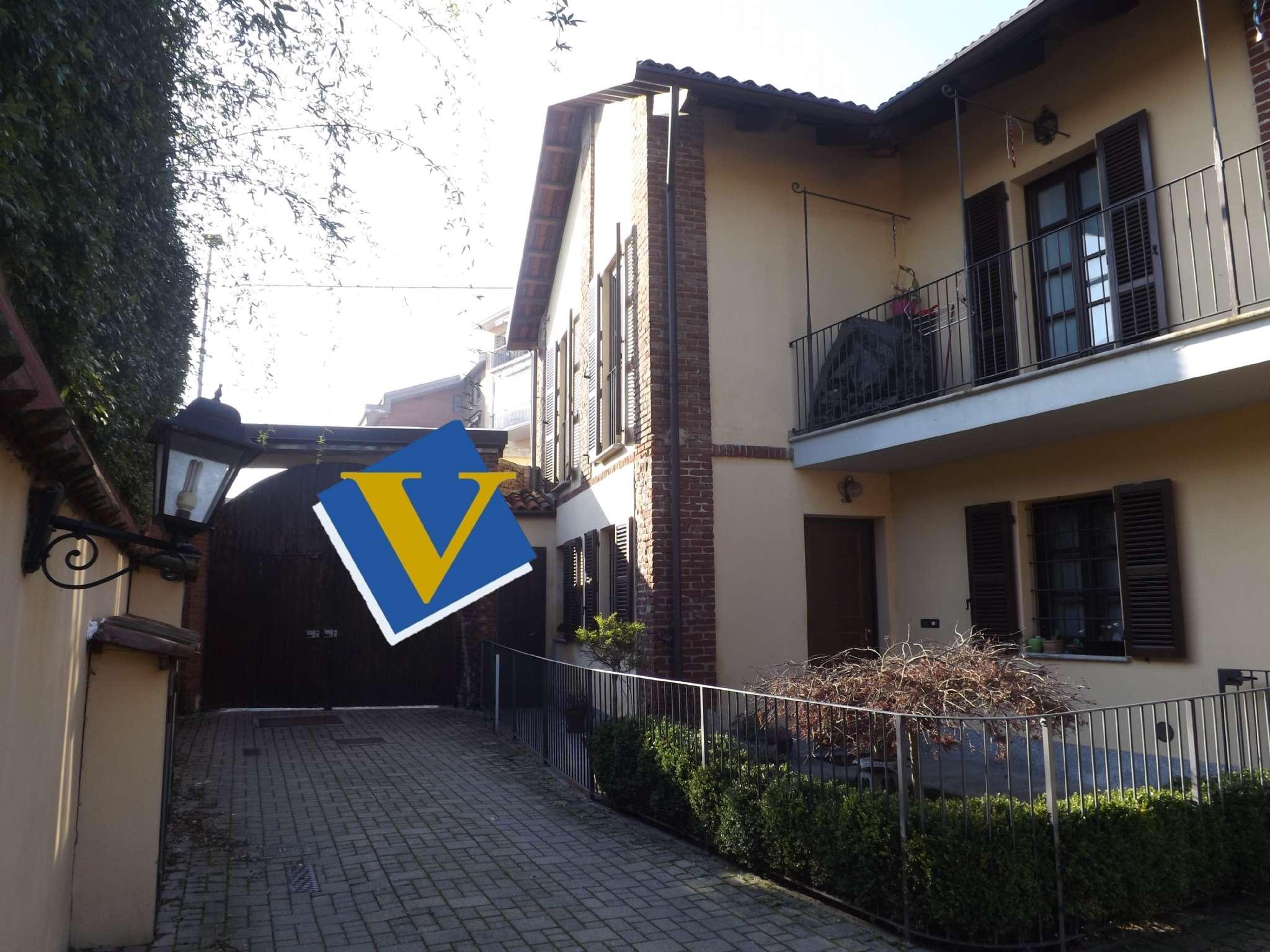 Casa semindipendente con finiture esclusive  in zona centrale con box auto e posti auto. , foto 0