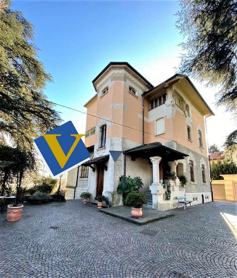 RIVOLI - Villa d'epoca con parco, foto 0