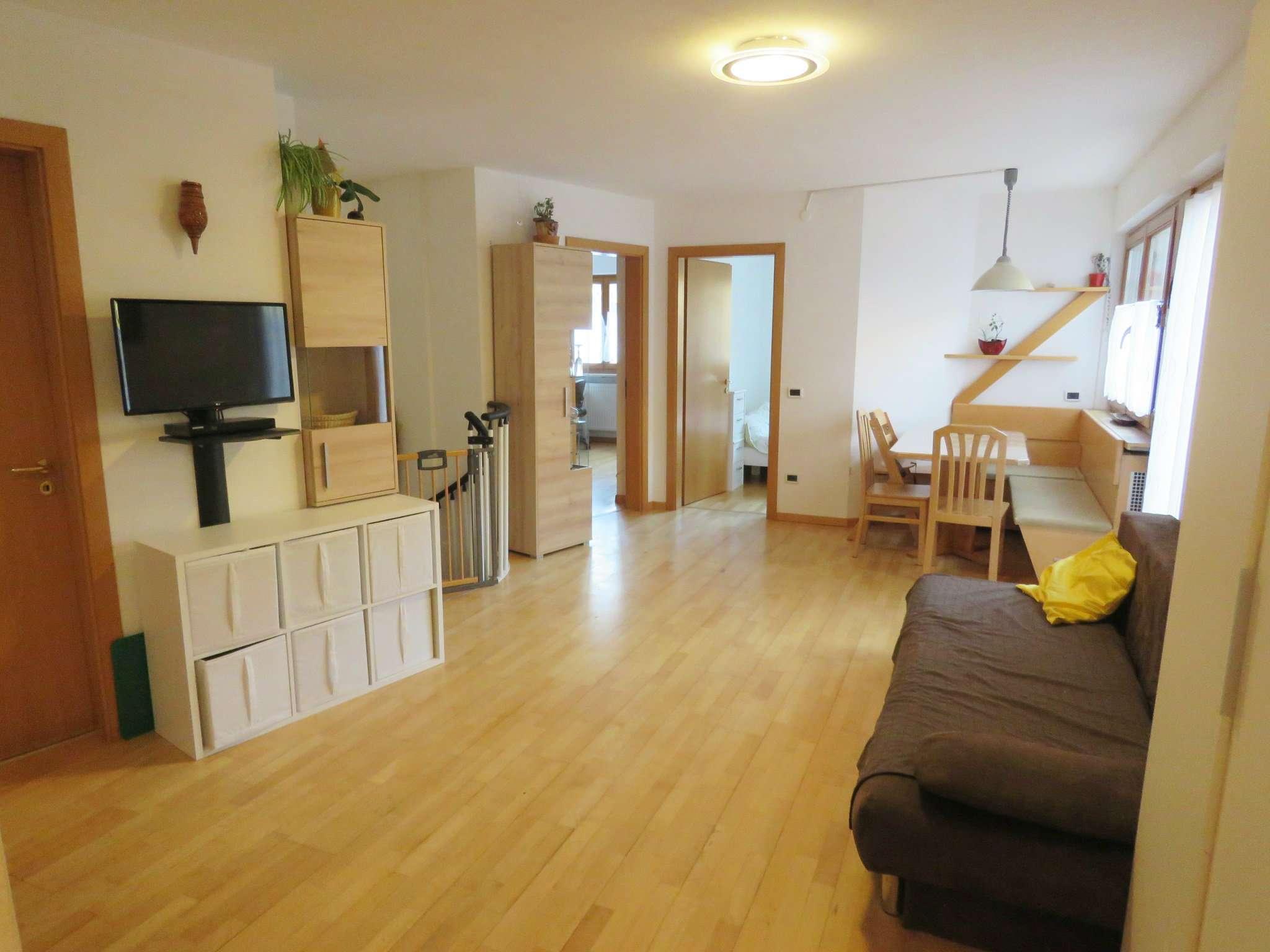 Appartamento in buone condizioni parzialmente arredato in vendita Rif. 5088644