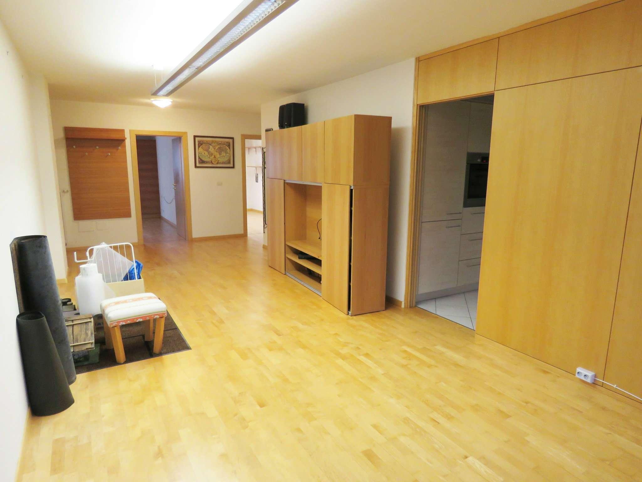 Appartamento in buone condizioni parzialmente arredato in vendita Rif. 7706371