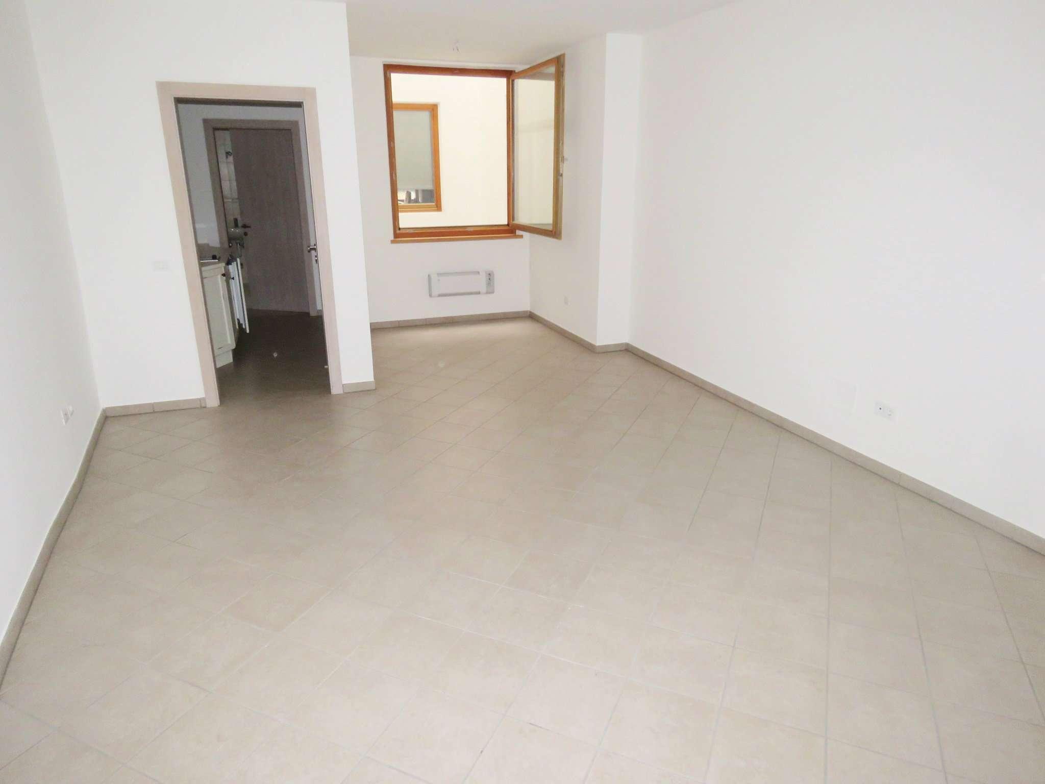 Appartamento ristrutturato in vendita Rif. 8975648