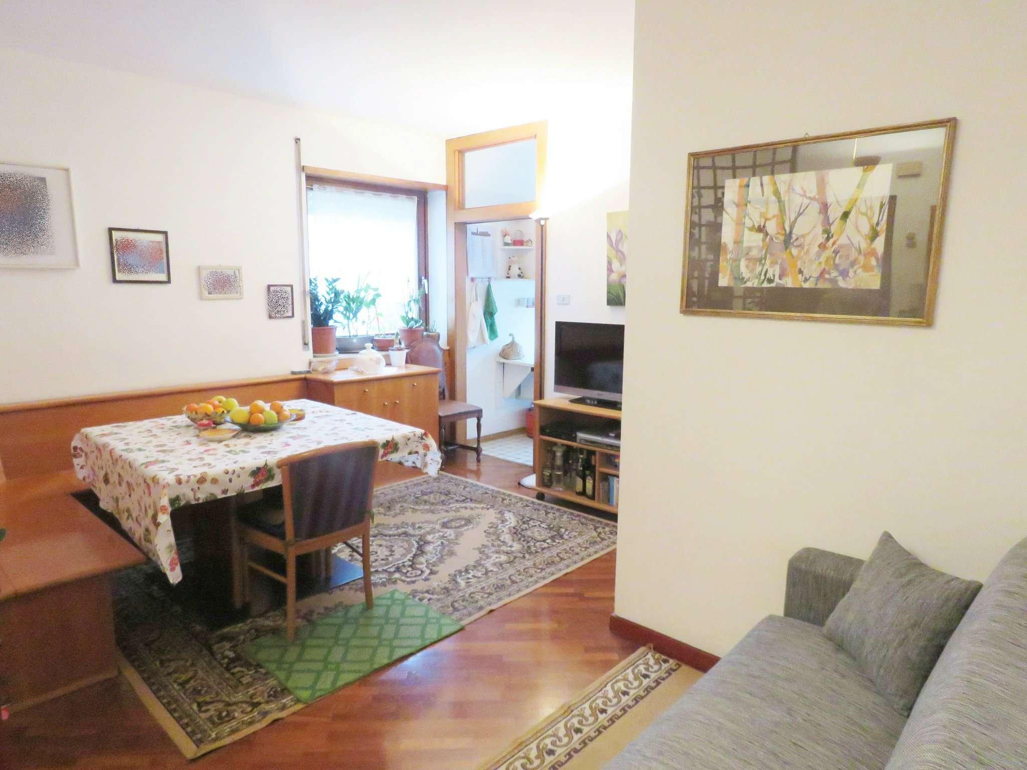Appartamento in condizioni mediocri in vendita Rif. 9290771