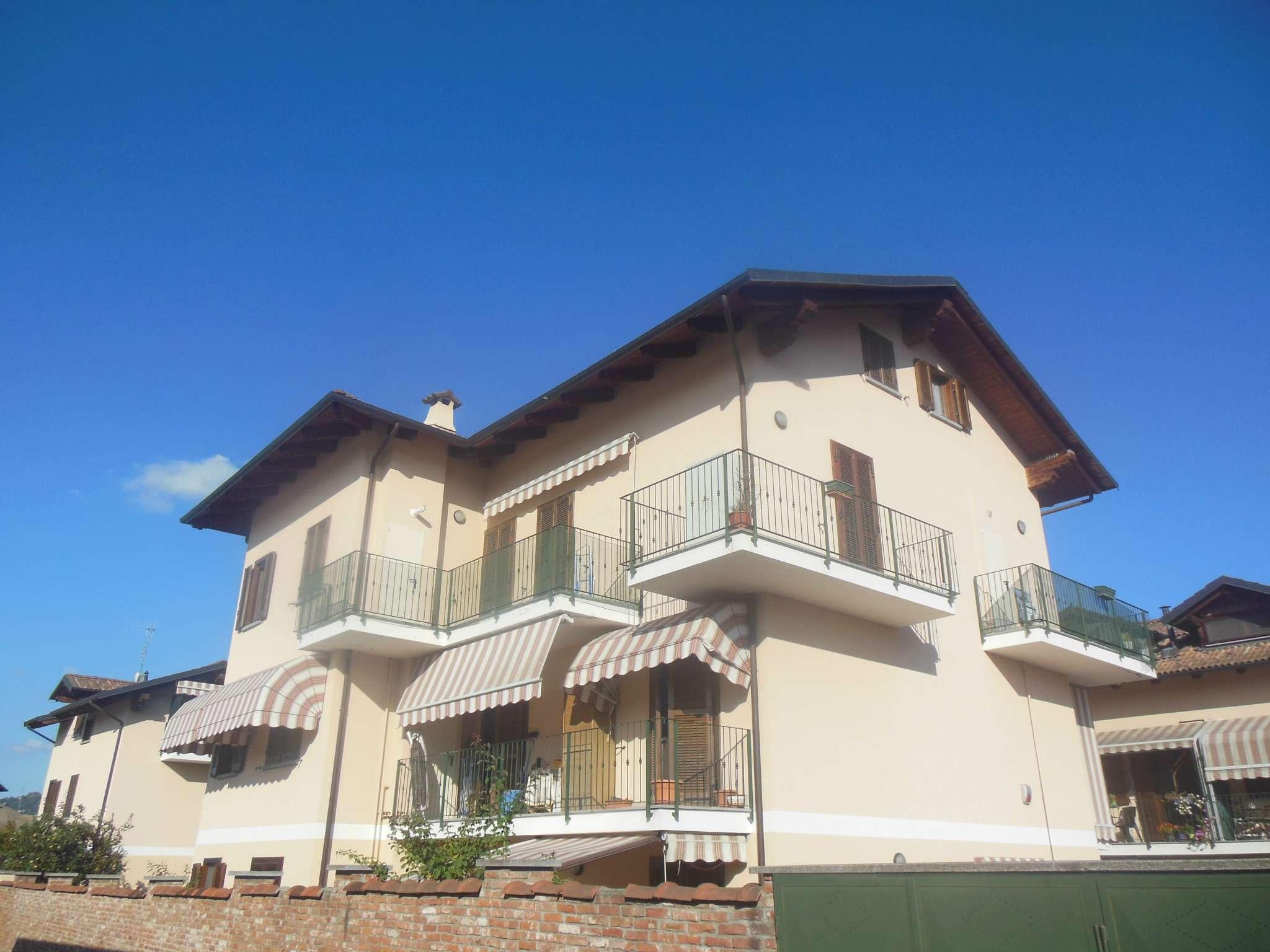 Appartamento in buone condizioni parzialmente arredato in vendita Rif. 7849068