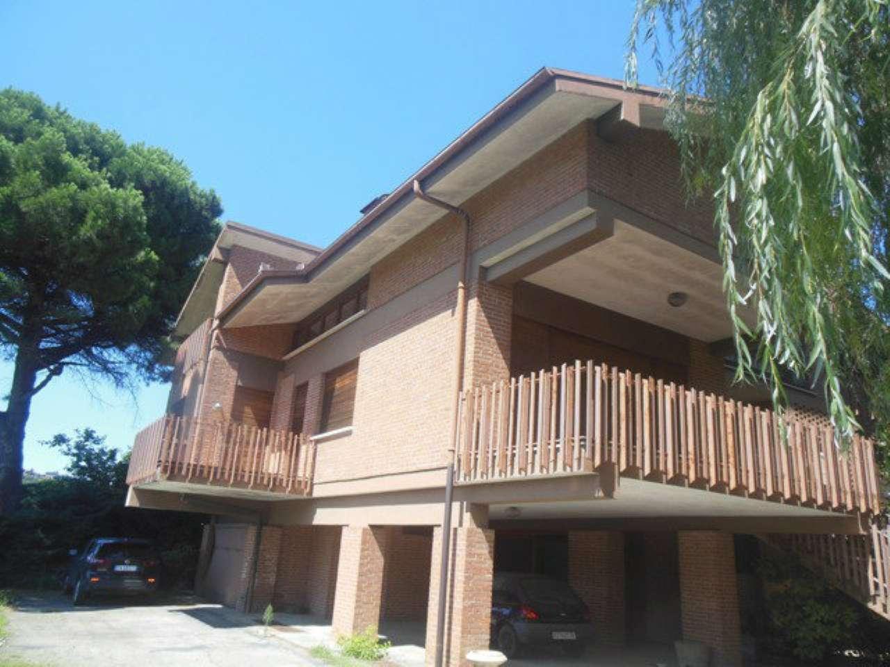 Villa in vendita a Canelli, 9 locali, prezzo € 310.000 | CambioCasa.it