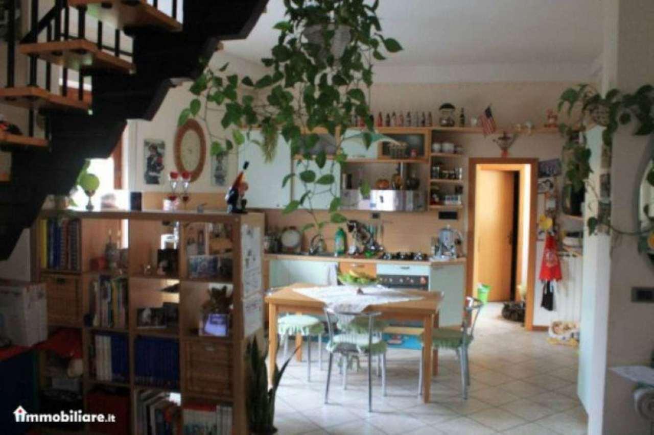 Appartamento in buone condizioni parzialmente arredato in vendita Rif. 5090734
