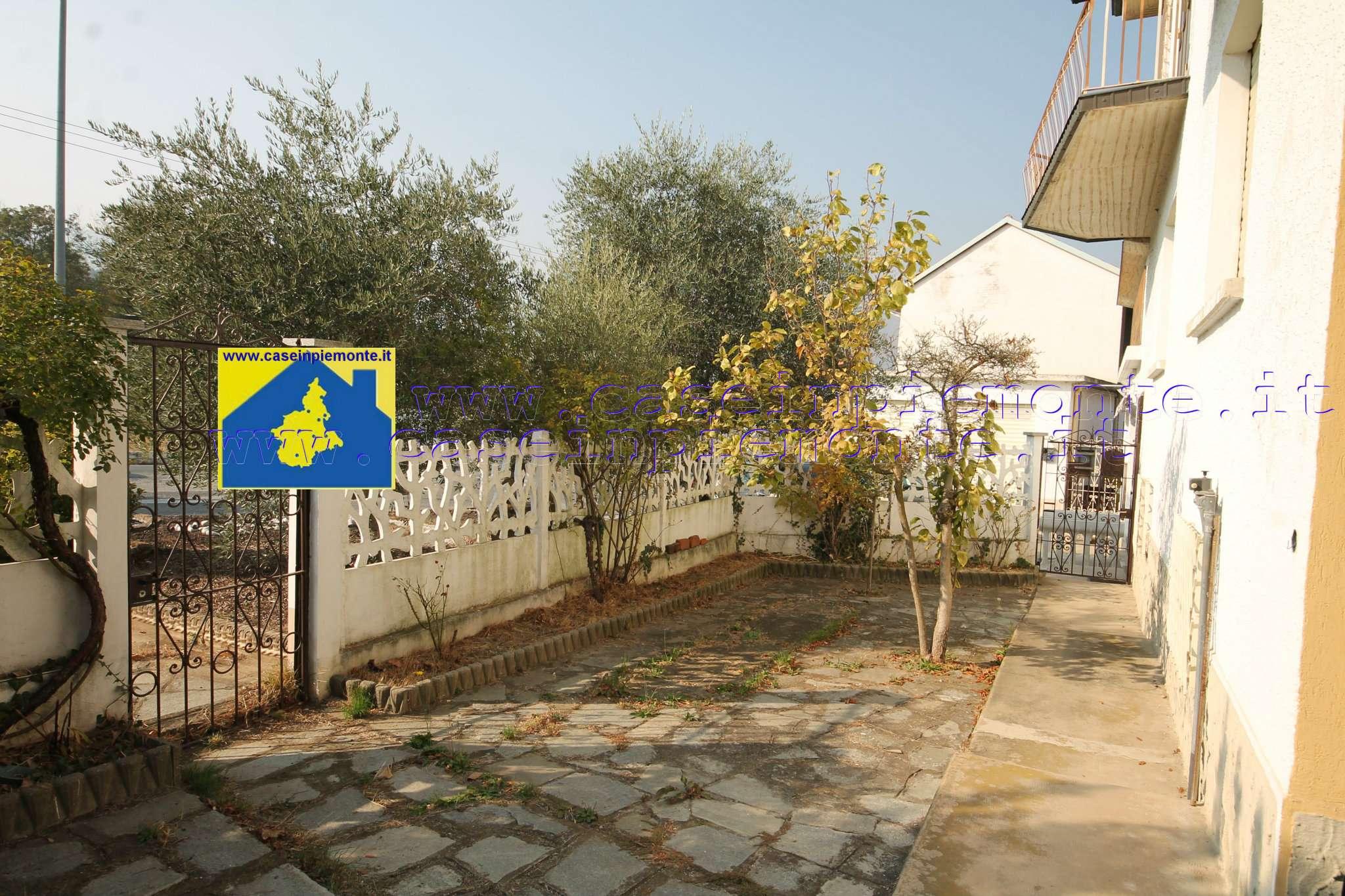 Porzione di casa in buone condizioni parzialmente arredato in vendita Rif. 8912310
