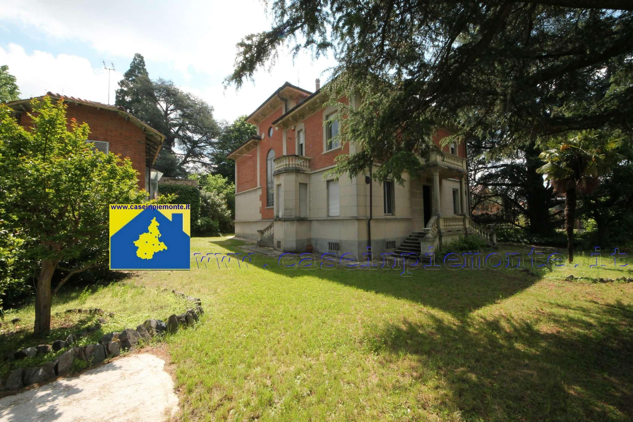 Villa Tri-Quadrifamiliare in vendita a Rivoli, 15 locali, prezzo € 1.350.000 | CambioCasa.it