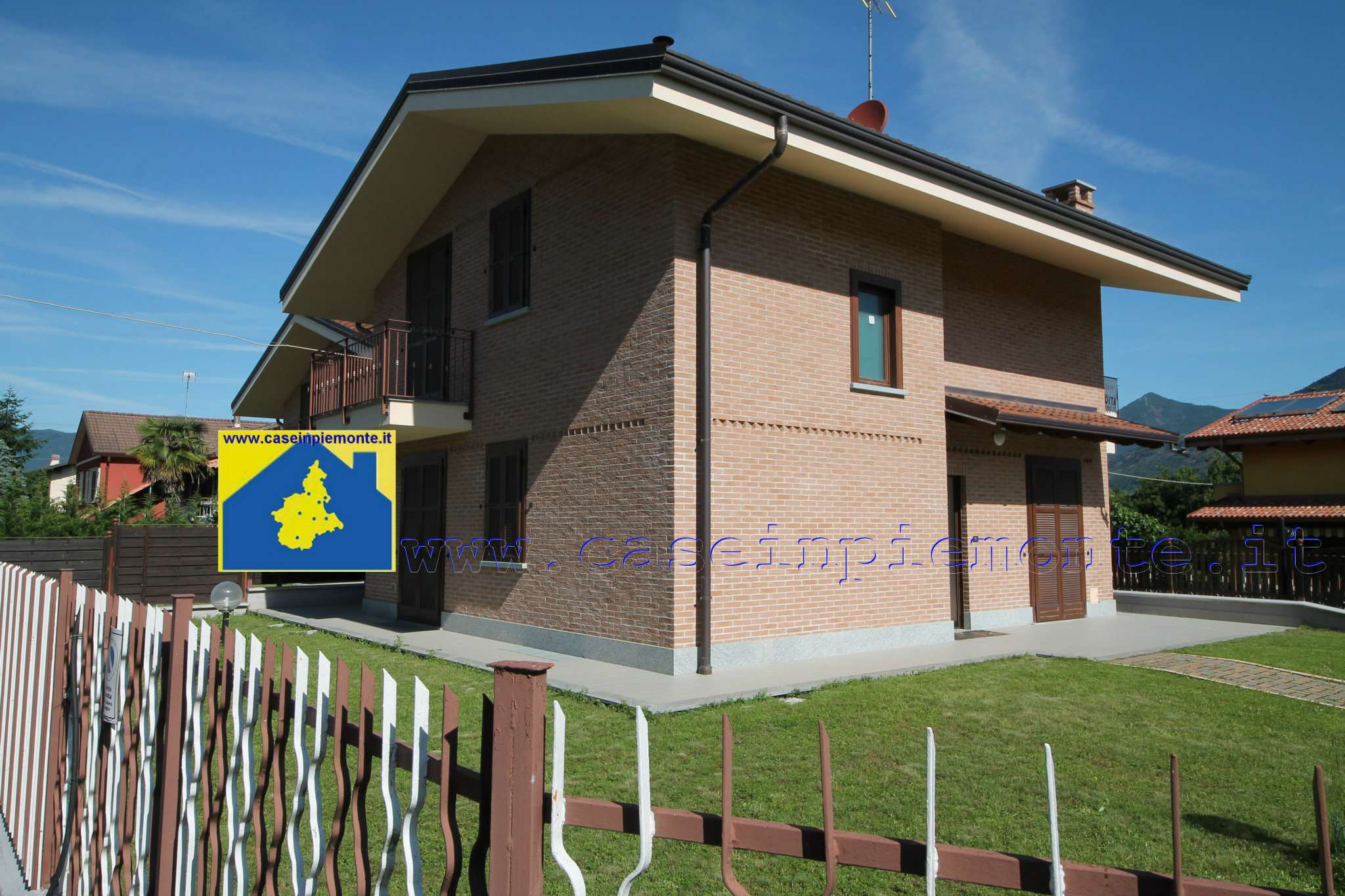 Villa in vendita a Rosta, 7 locali, prezzo € 410.000 | PortaleAgenzieImmobiliari.it