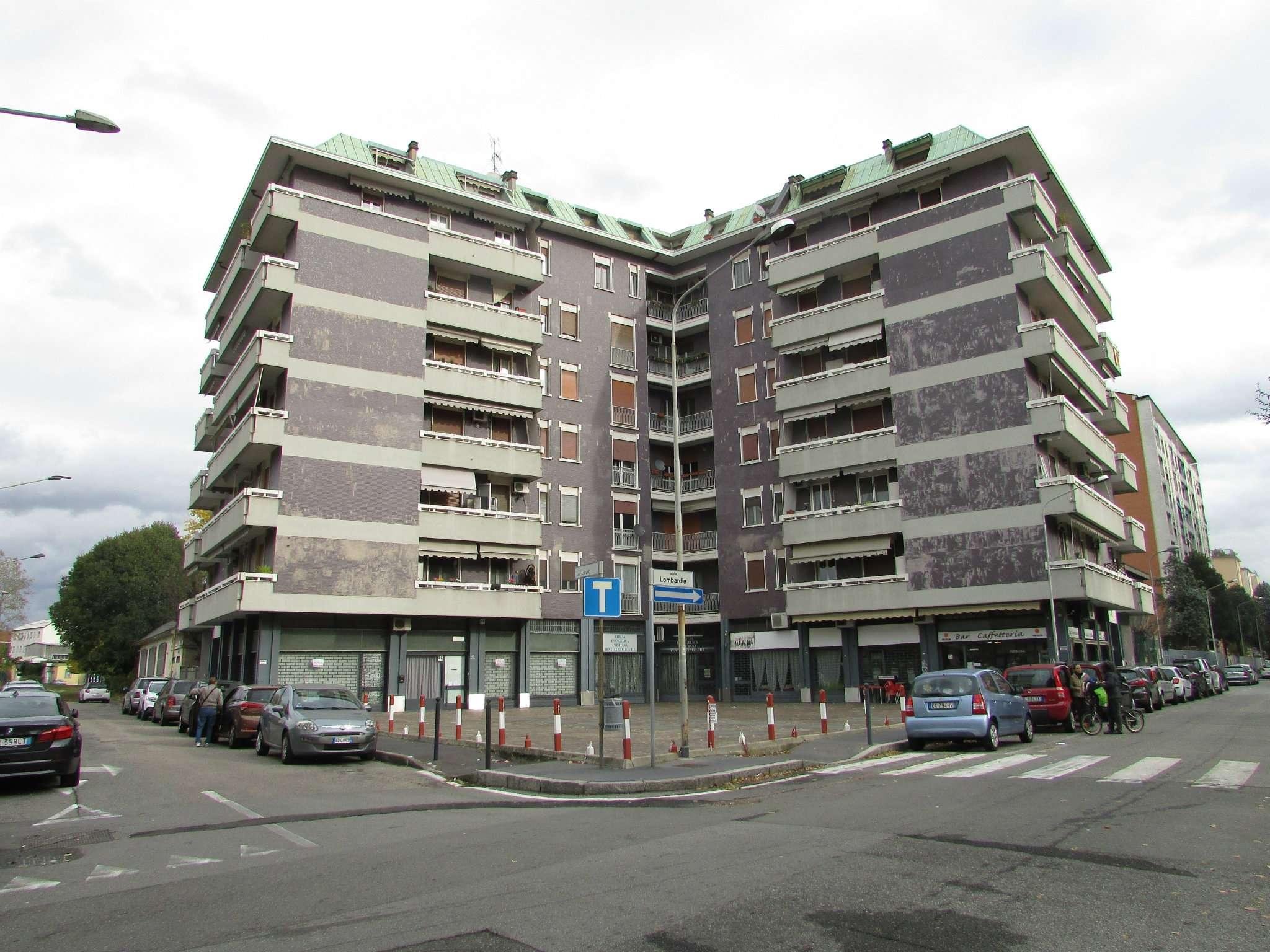 Negozio / Locale in affitto a Cinisello Balsamo, 9999 locali, prezzo € 830   CambioCasa.it