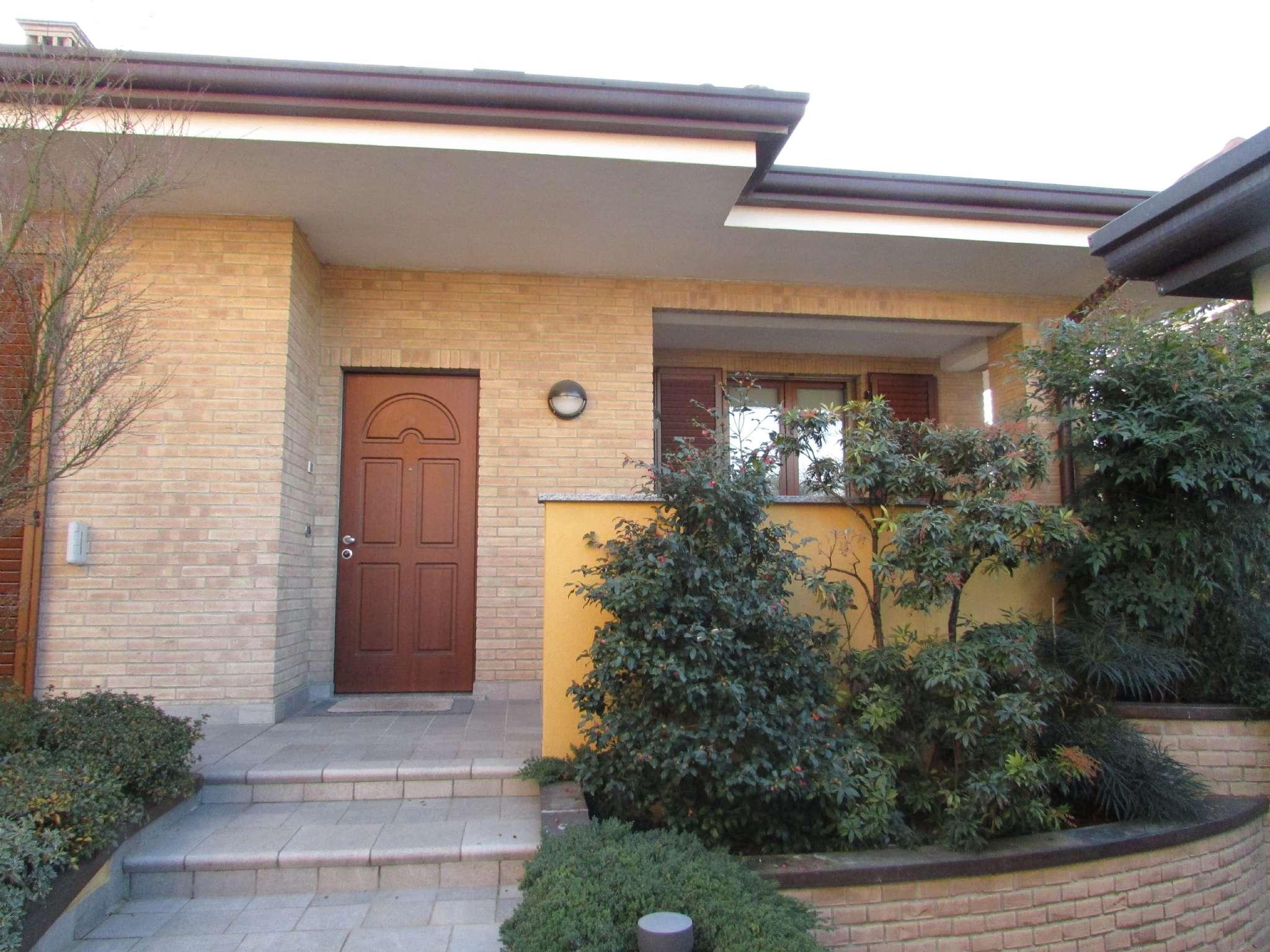 Villa in vendita a Pregnana Milanese, 9999 locali, prezzo € 990.000 | CambioCasa.it