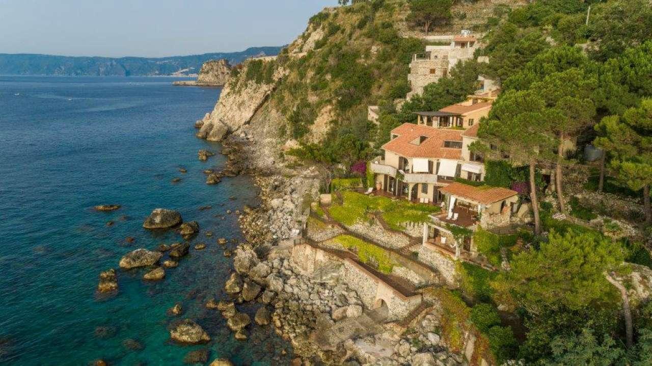 Villa in vendita a Scilla, 8 locali, Trattative riservate | CambioCasa.it