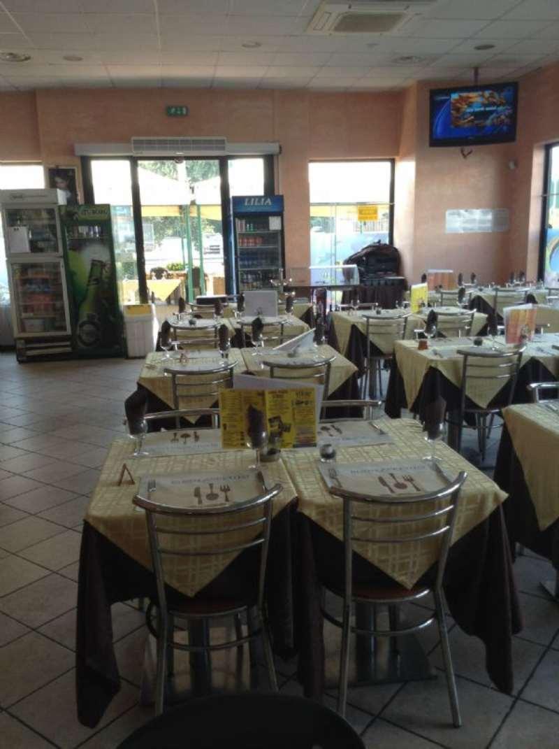 Ristorante / Pizzeria / Trattoria in vendita a San Giuliano Milanese, 2 locali, prezzo € 150.000 | CambioCasa.it