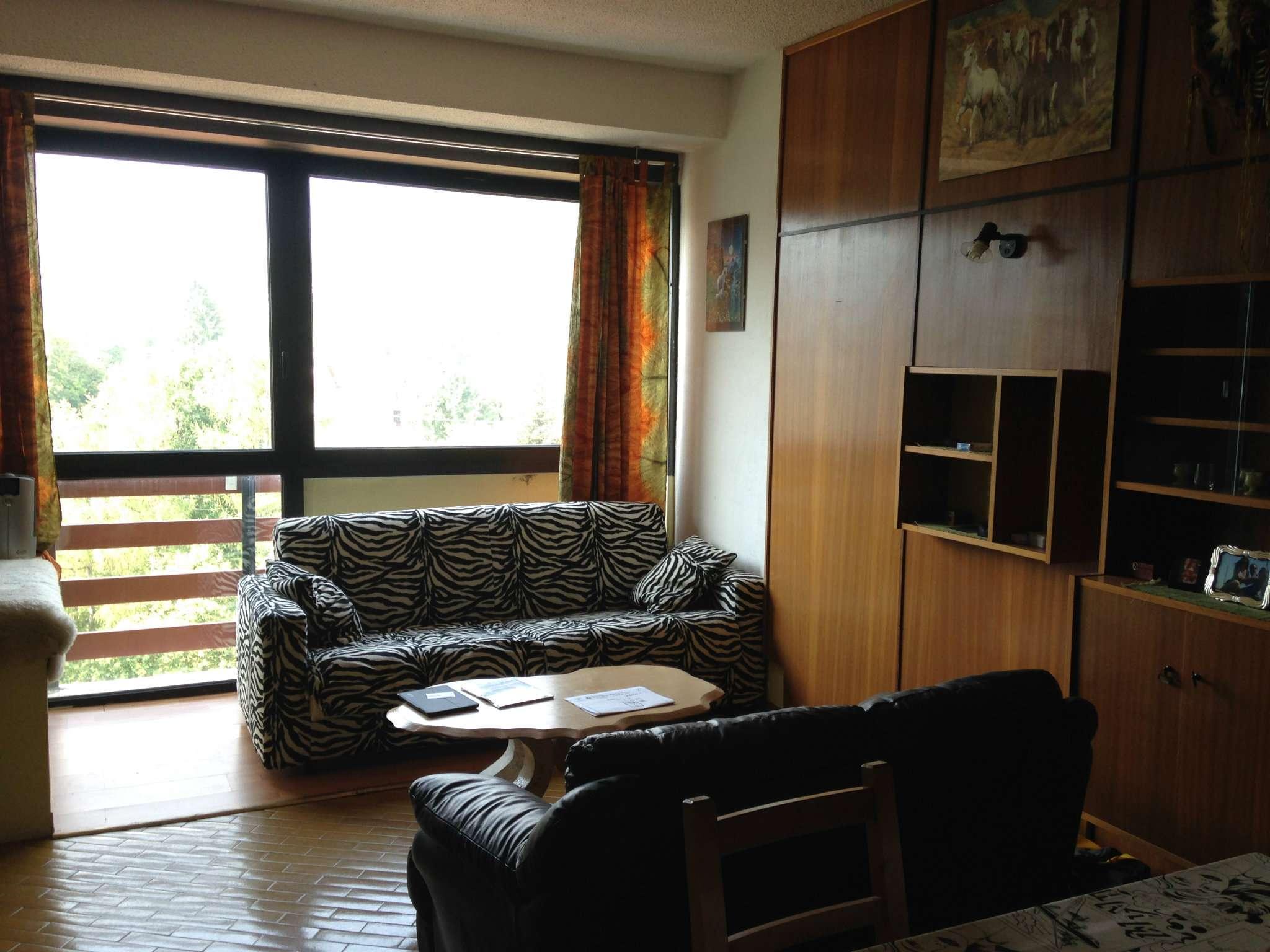 Appartamento in buone condizioni parzialmente arredato in vendita Rif. 5094853