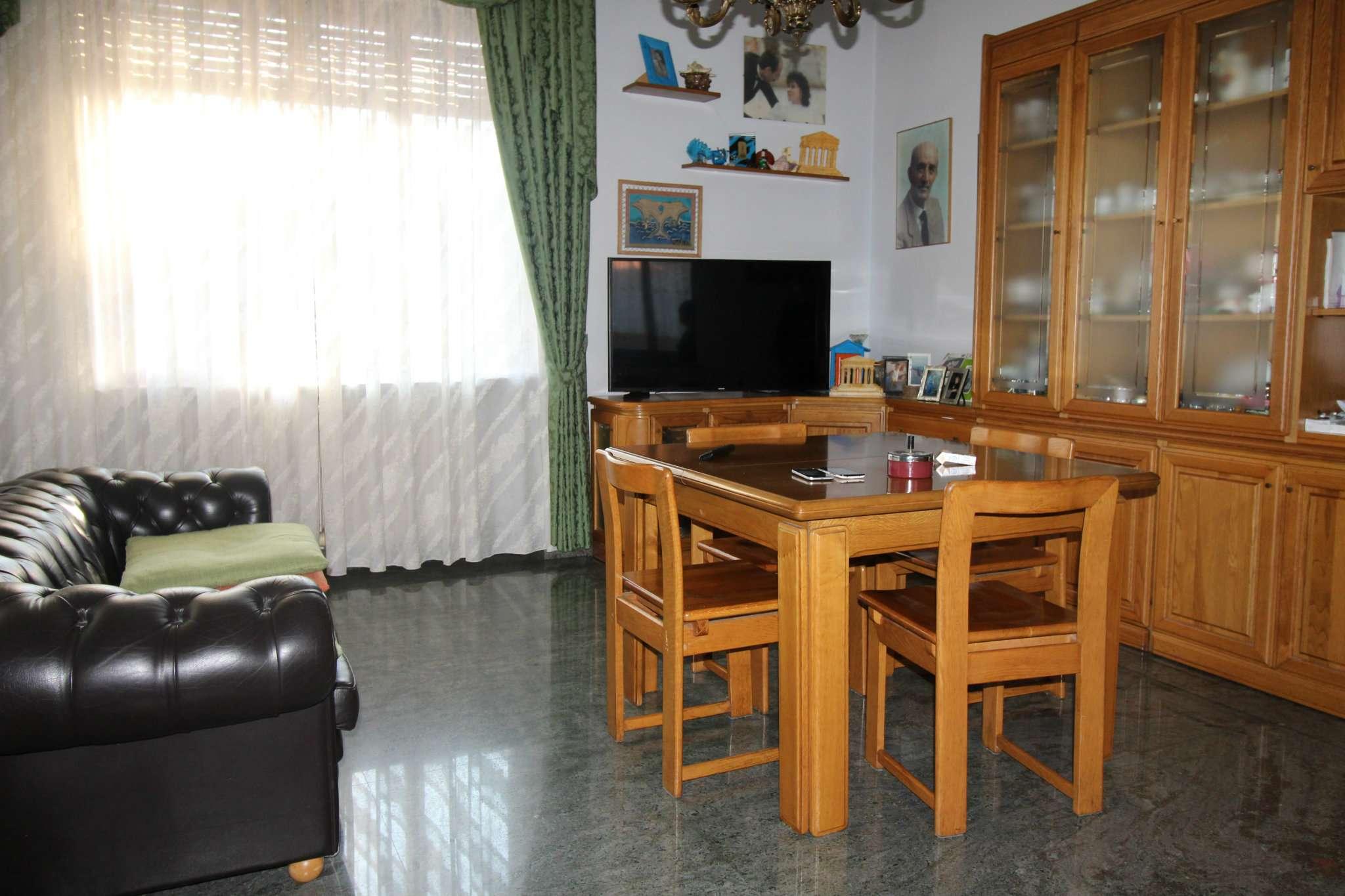 Appartamento in buone condizioni in vendita Rif. 5094971