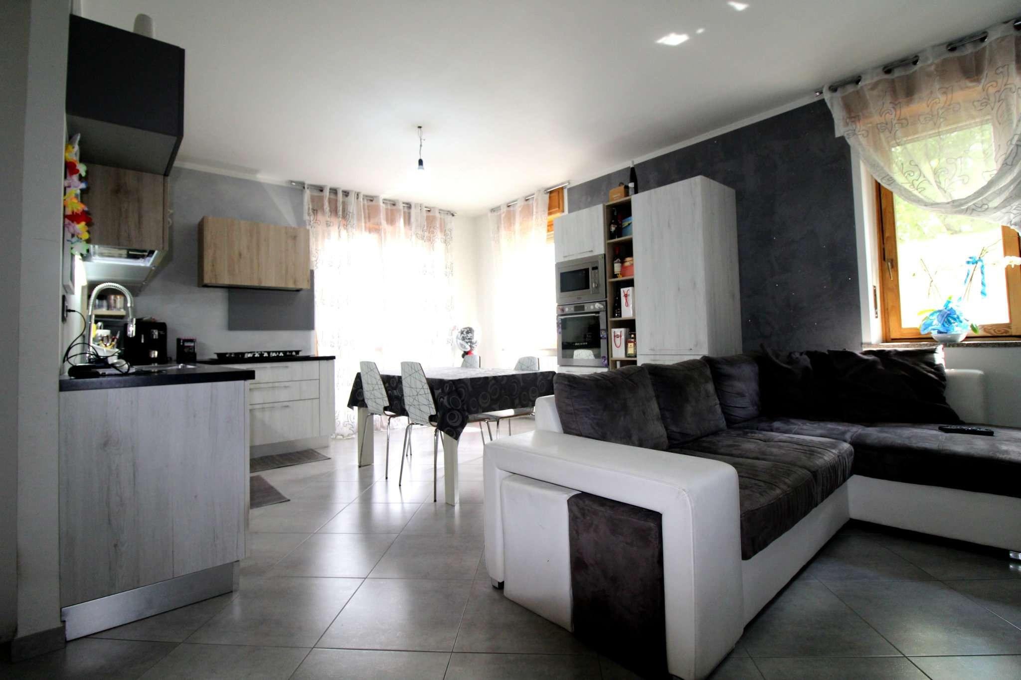Appartamento in buone condizioni in vendita Rif. 6554431