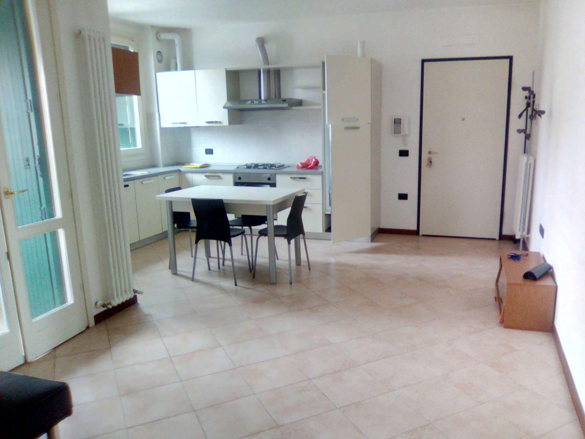 Appartamento in ottime condizioni arredato in affitto Rif. 7124447