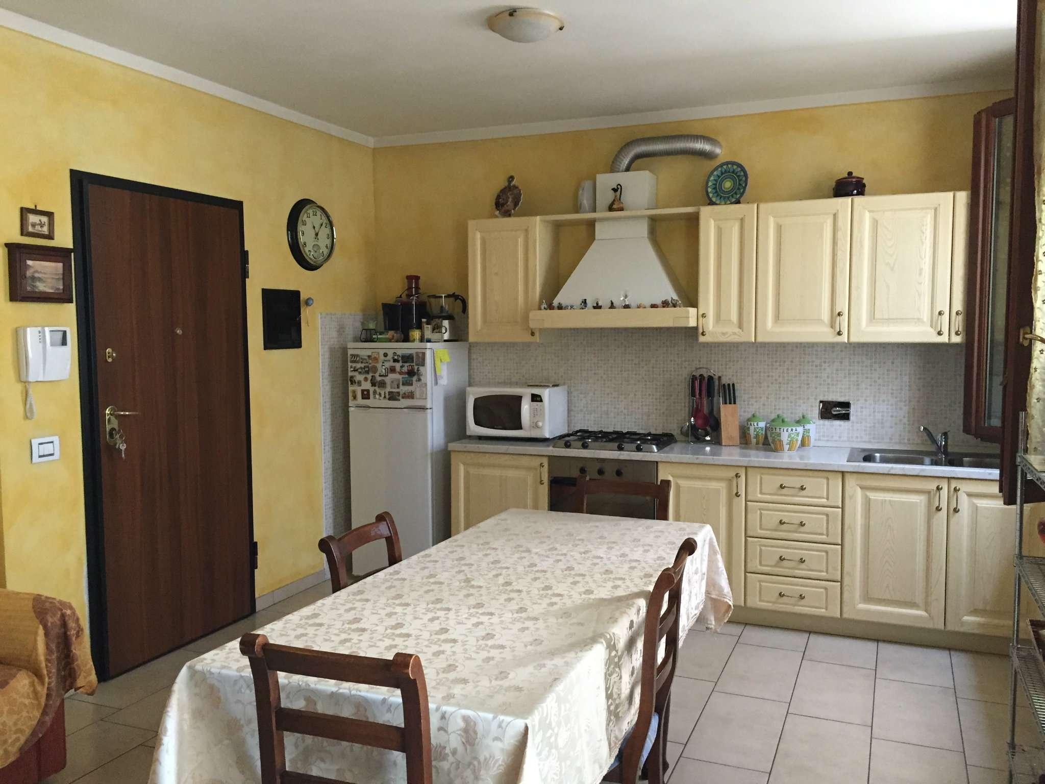 Appartamento in ottime condizioni arredato in affitto Rif. 5908441