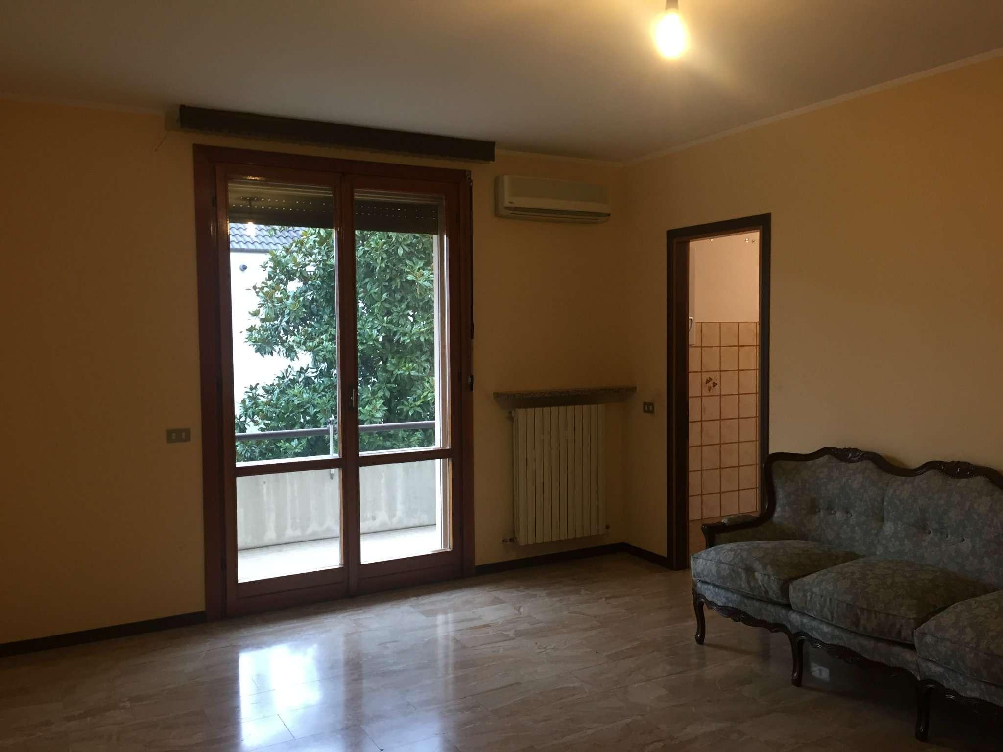 Appartamenti con due camere a viadana for Appartamenti con due camere matrimoniali
