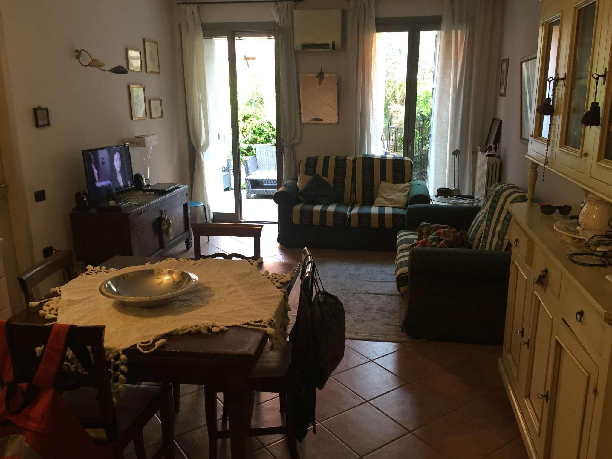 Appartamento in buone condizioni parzialmente arredato in vendita Rif. 6700029