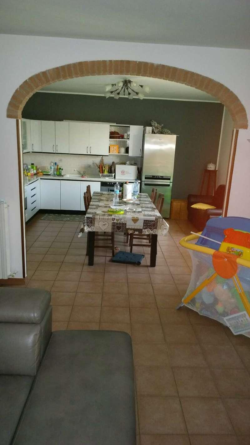 Appartamento in buone condizioni parzialmente arredato in vendita Rif. 7097861
