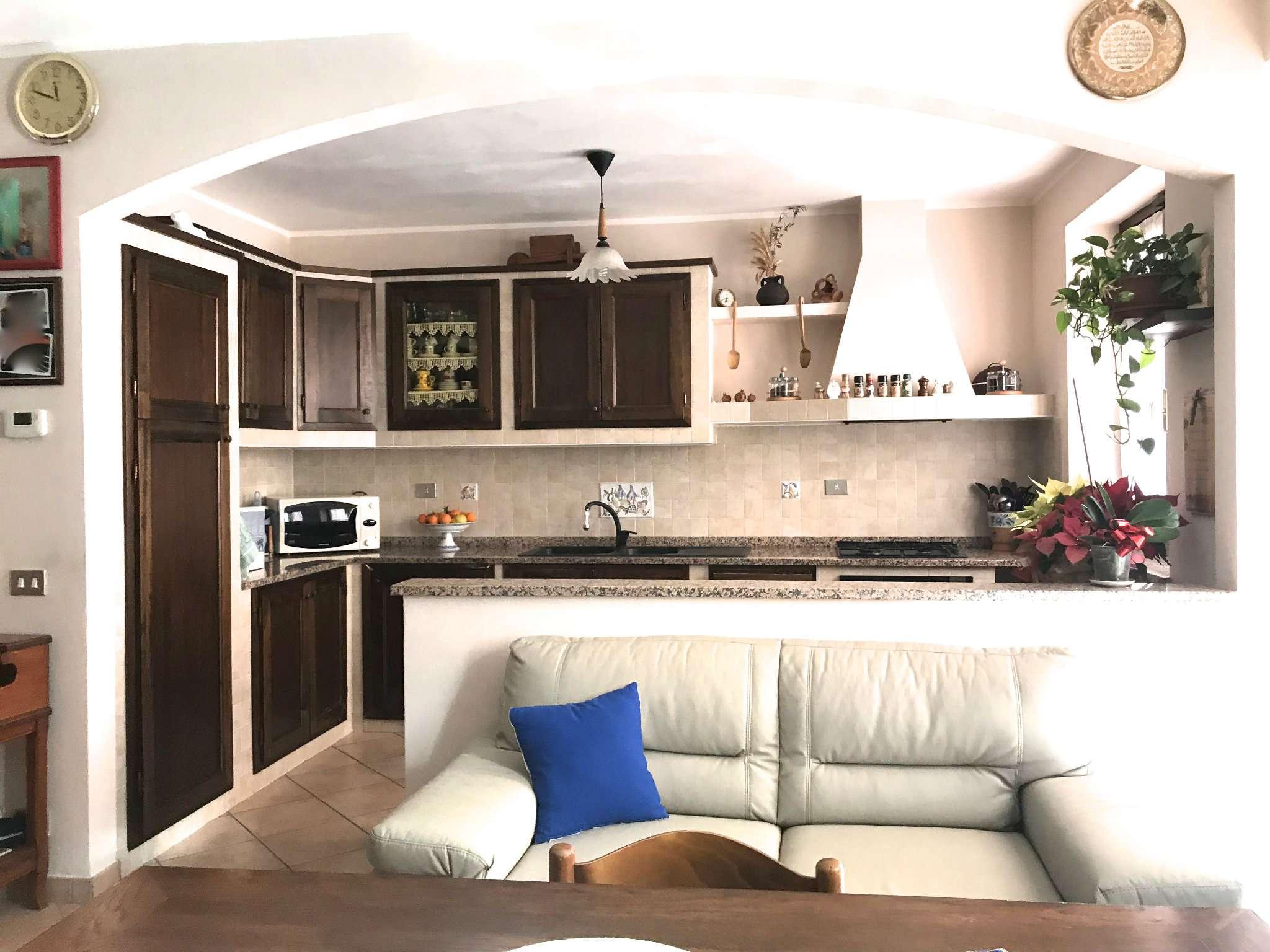 Appartamento in vendita a Bra, 7 locali, prezzo € 235.000 | CambioCasa.it