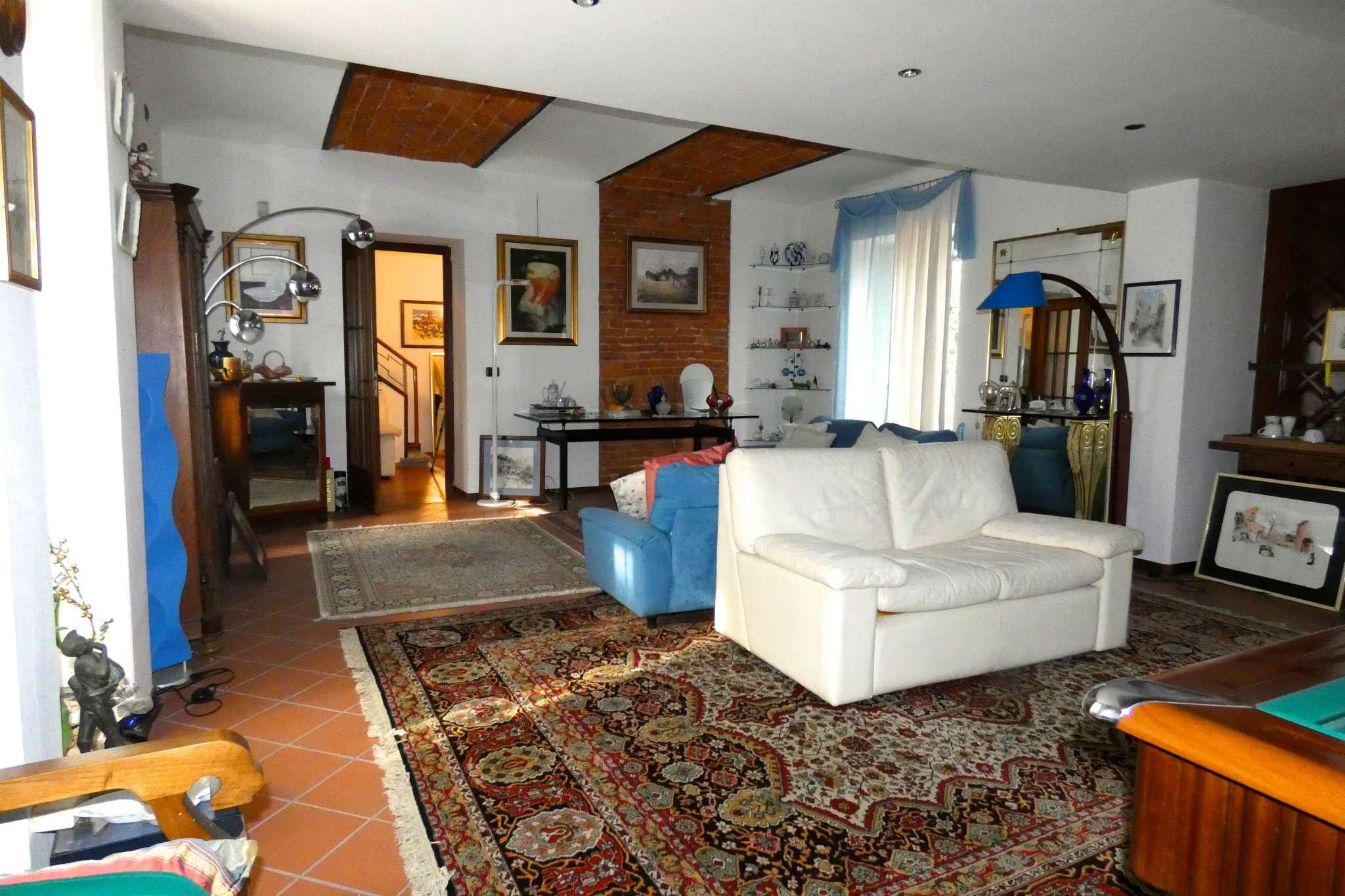 Soluzione Indipendente in vendita a Bra, 9 locali, prezzo € 360.000 | CambioCasa.it