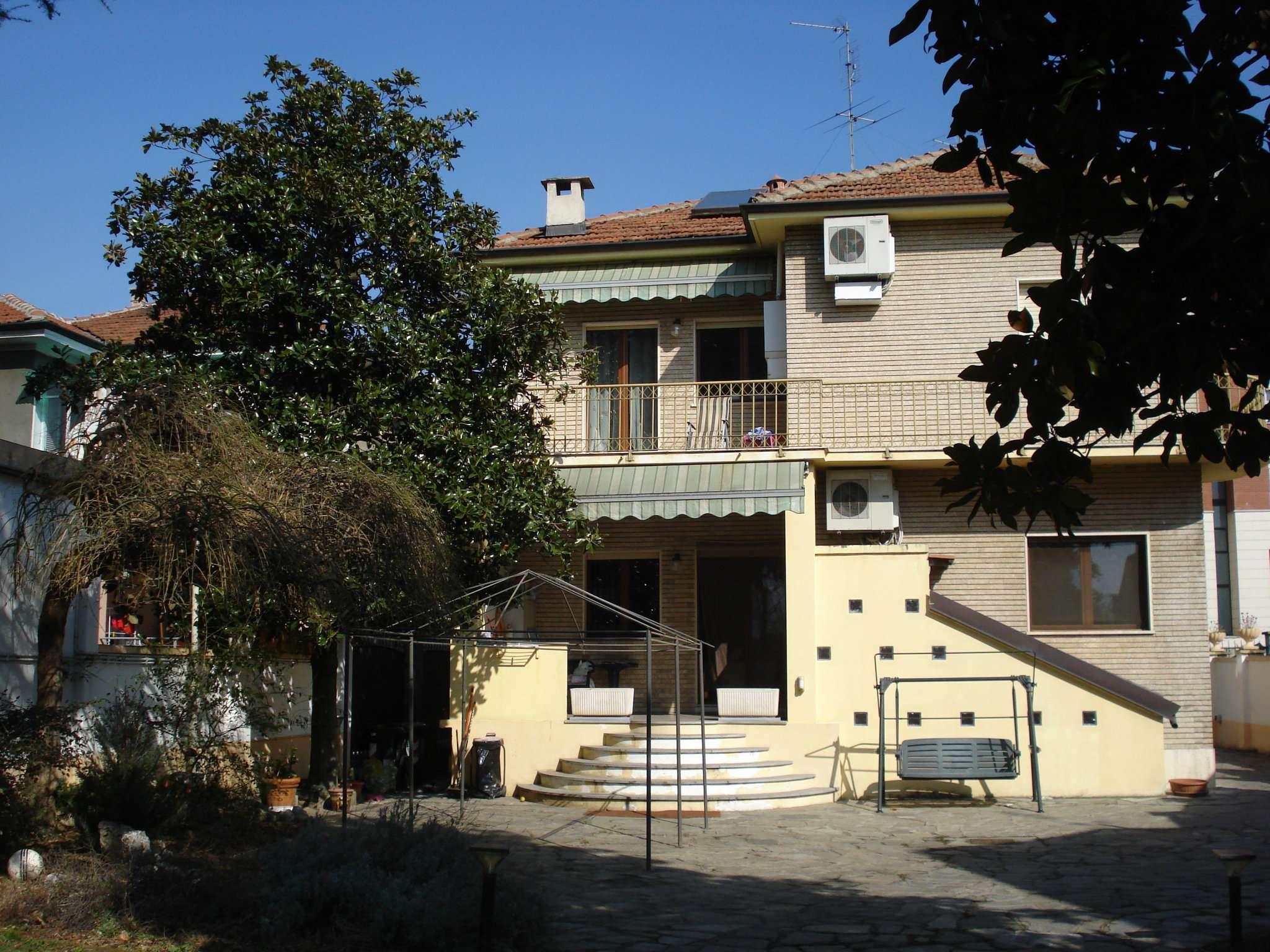 Casa Indipendente in vendita Zona Mirafiori - via somalia Torino