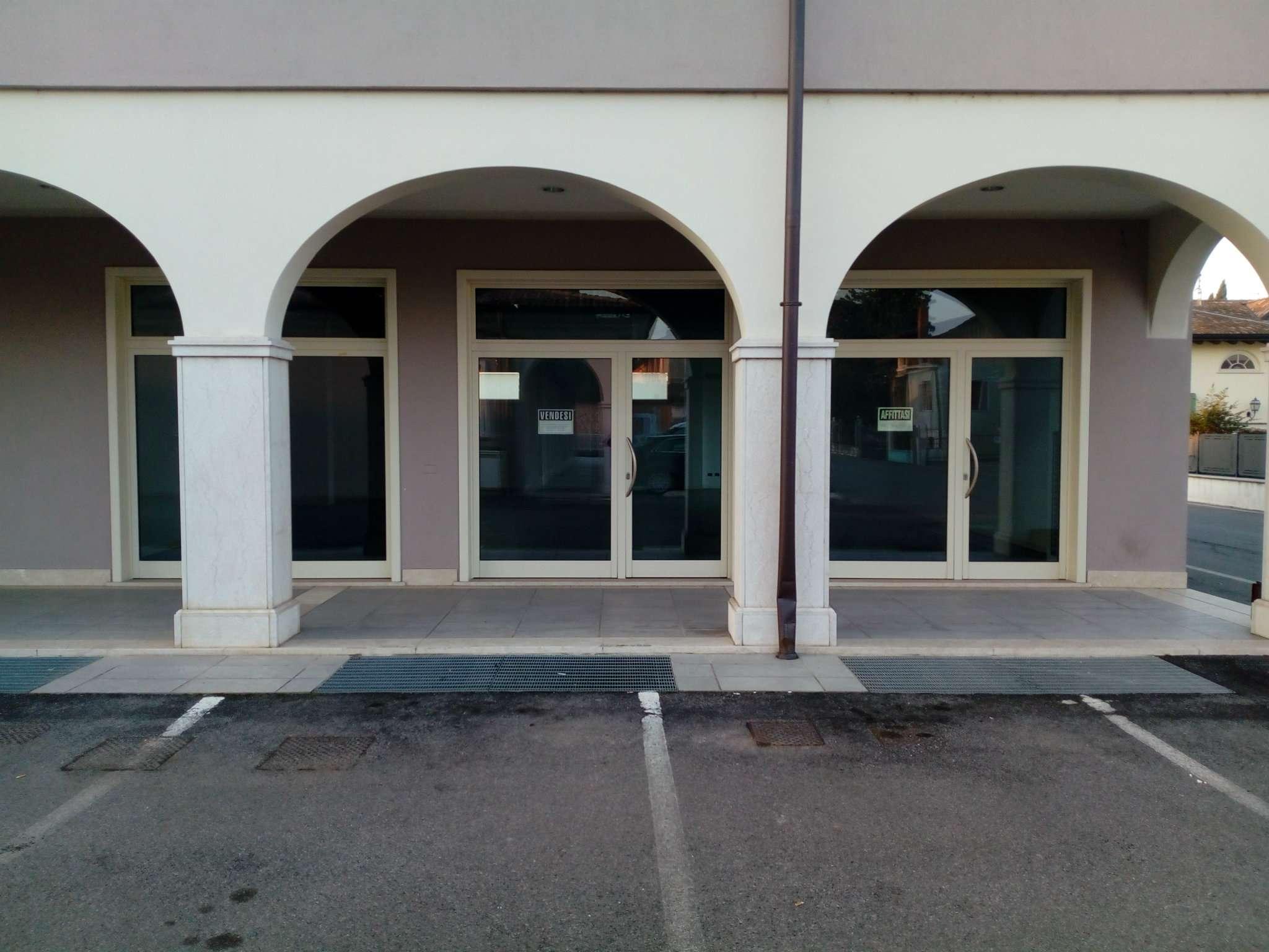 Negozio / Locale in vendita a Travagliato, 2 locali, prezzo € 330.000 | CambioCasa.it