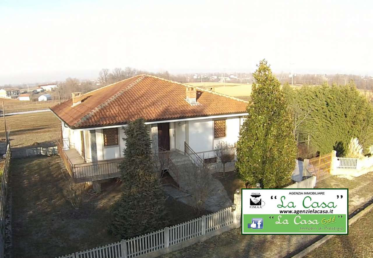 Villa in vendita a Cellarengo, 10 locali, prezzo € 170.000 | CambioCasa.it