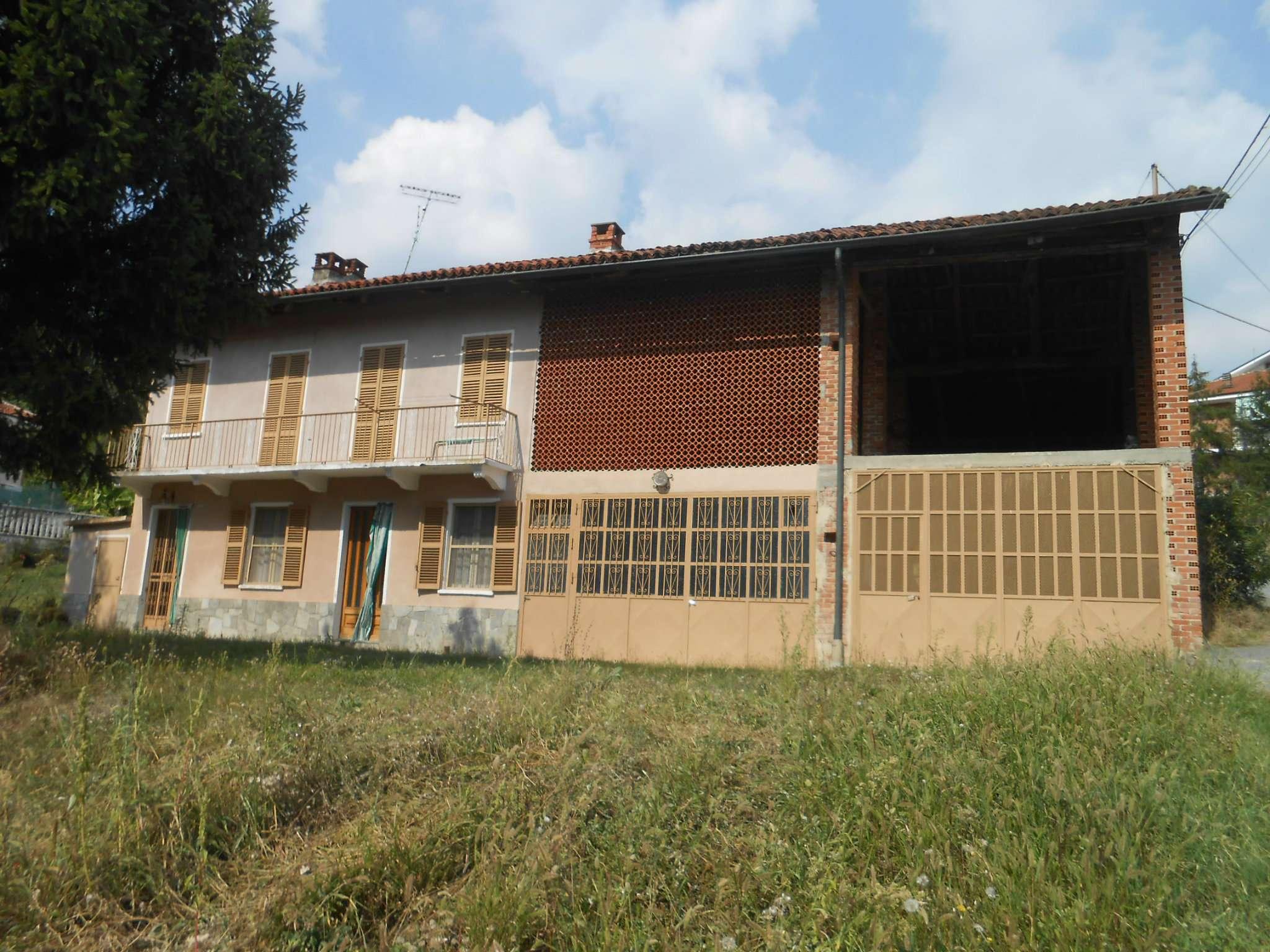 Rustico / Casale in vendita a Passerano Marmorito, 12 locali, prezzo € 130.000 | CambioCasa.it