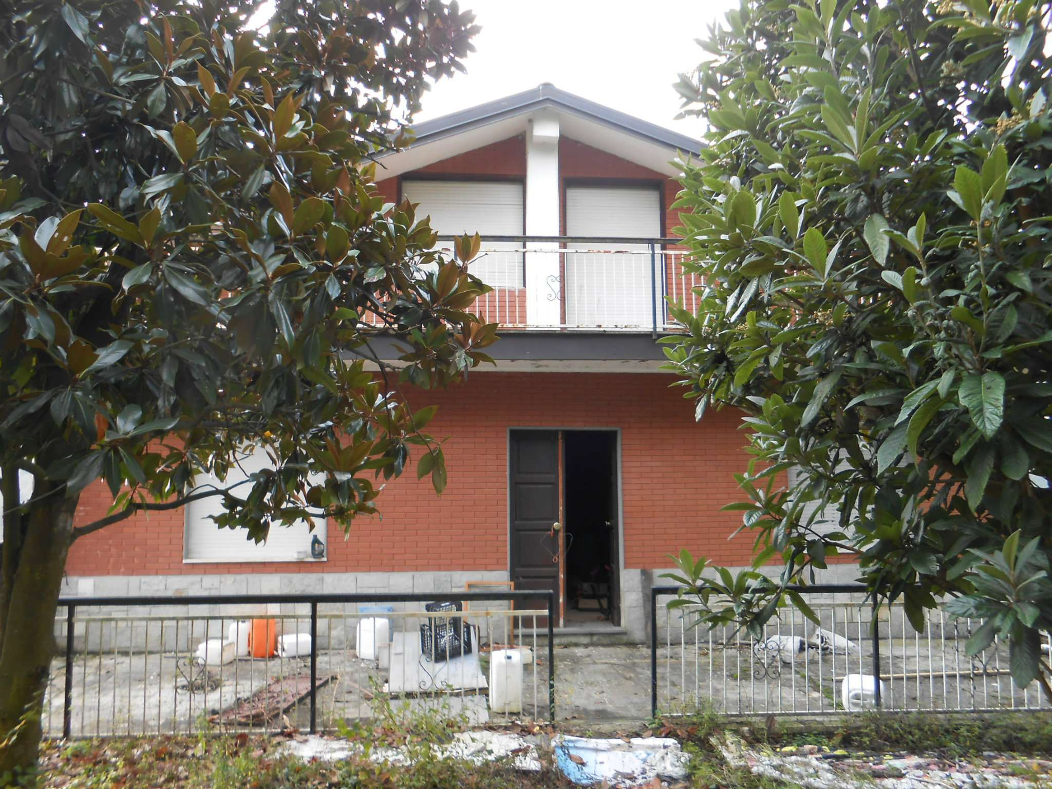 CASTELNUOVO D.B. - casa aperta su 4 lati in collina.