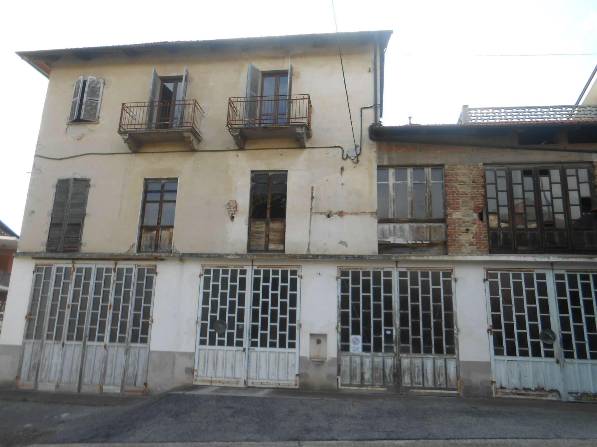 Palazzo / Stabile in vendita a Montafia, 11 locali, prezzo € 59.000 | CambioCasa.it