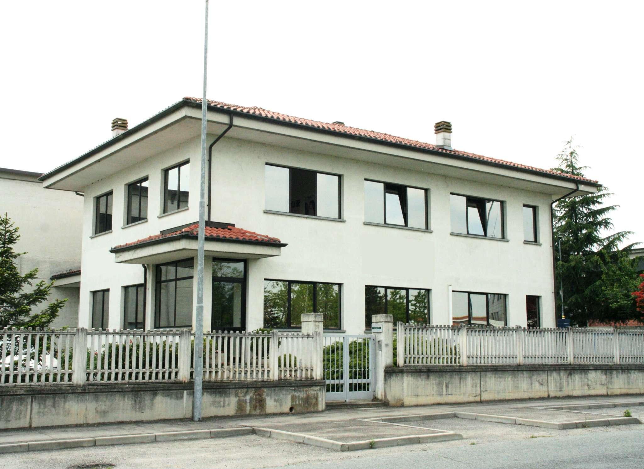 Laboratorio in affitto a Villanova d'Asti, 14 locali, prezzo € 2.800 | CambioCasa.it