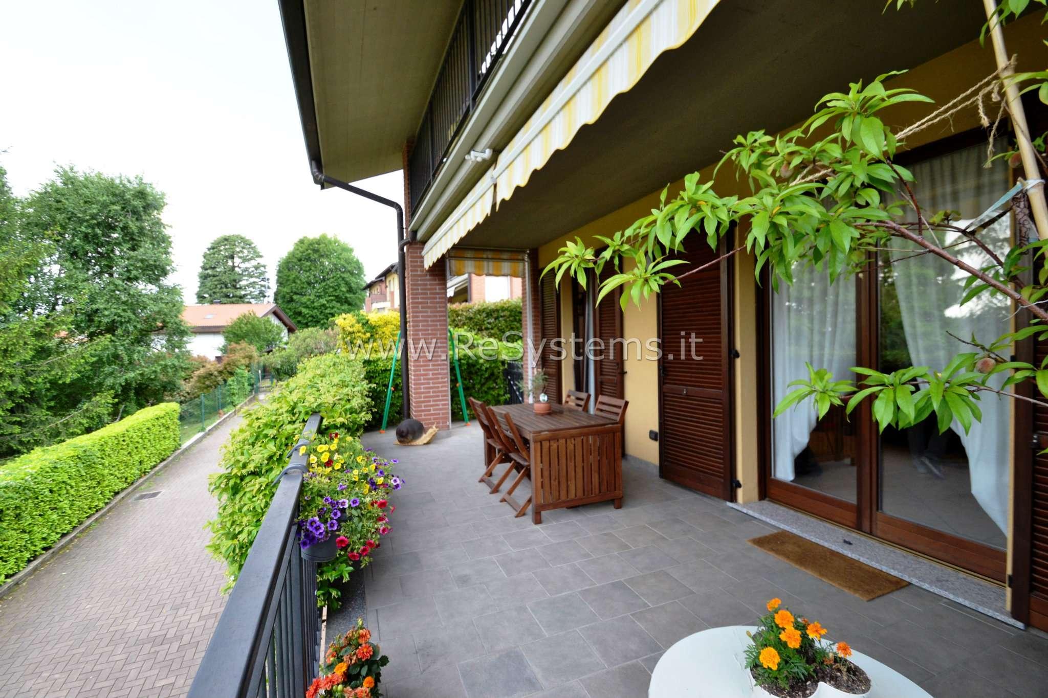 Capiago Intimiano, proponiamo in vendita Grazioso 3 locali su due livelli con giardino