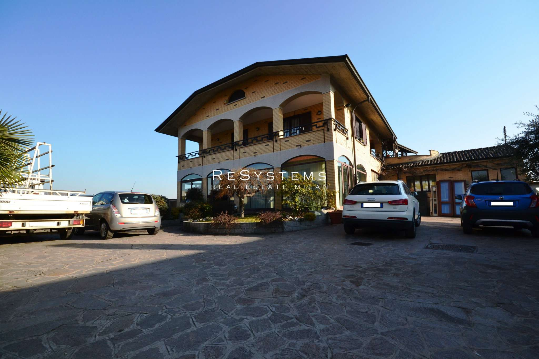 Villa in vendita a Caronno Pertusella, 5 locali, prezzo € 480.000 | PortaleAgenzieImmobiliari.it