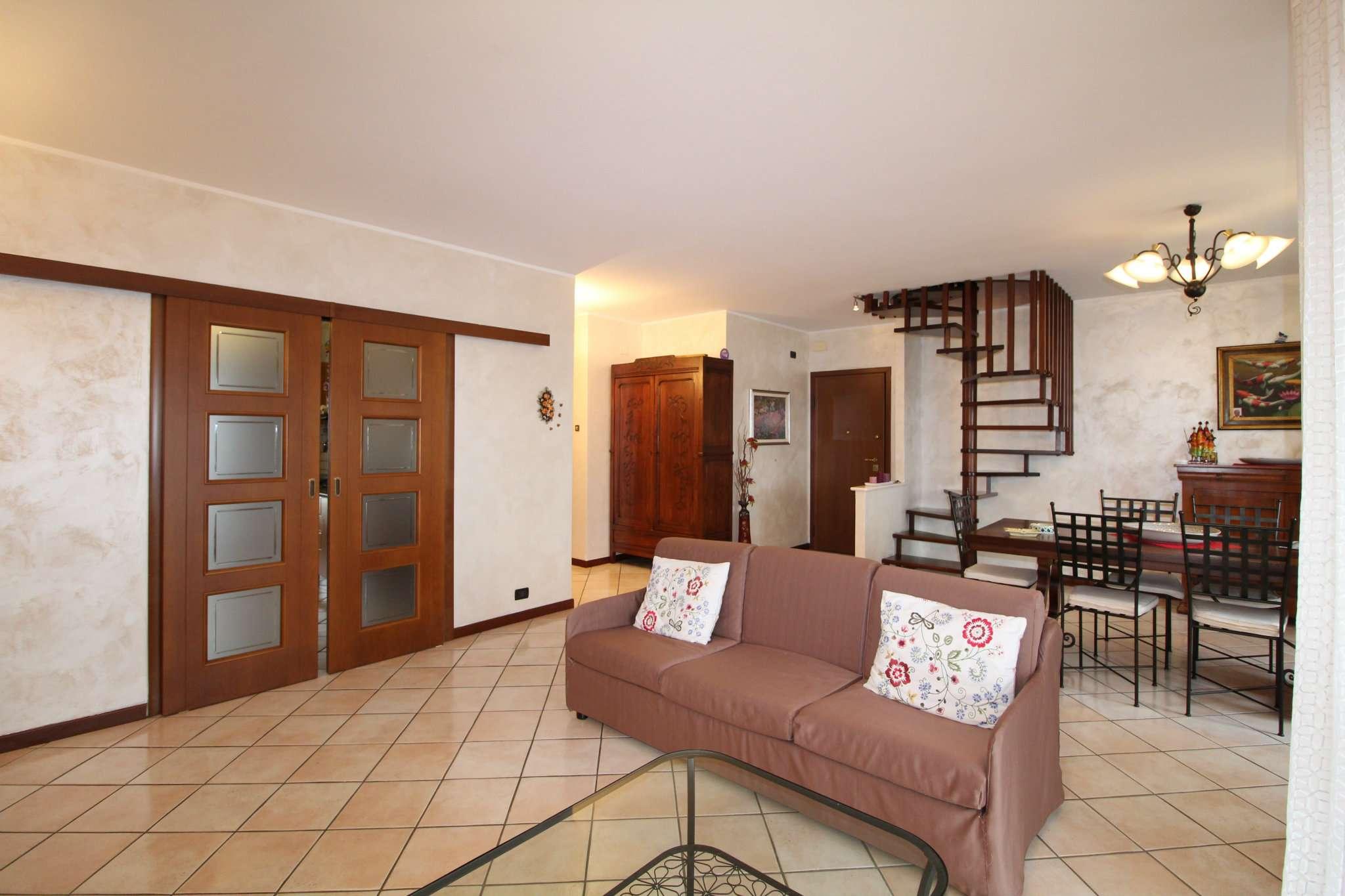 Appartamento in vendita a None, 6 locali, prezzo € 210.000 | CambioCasa.it