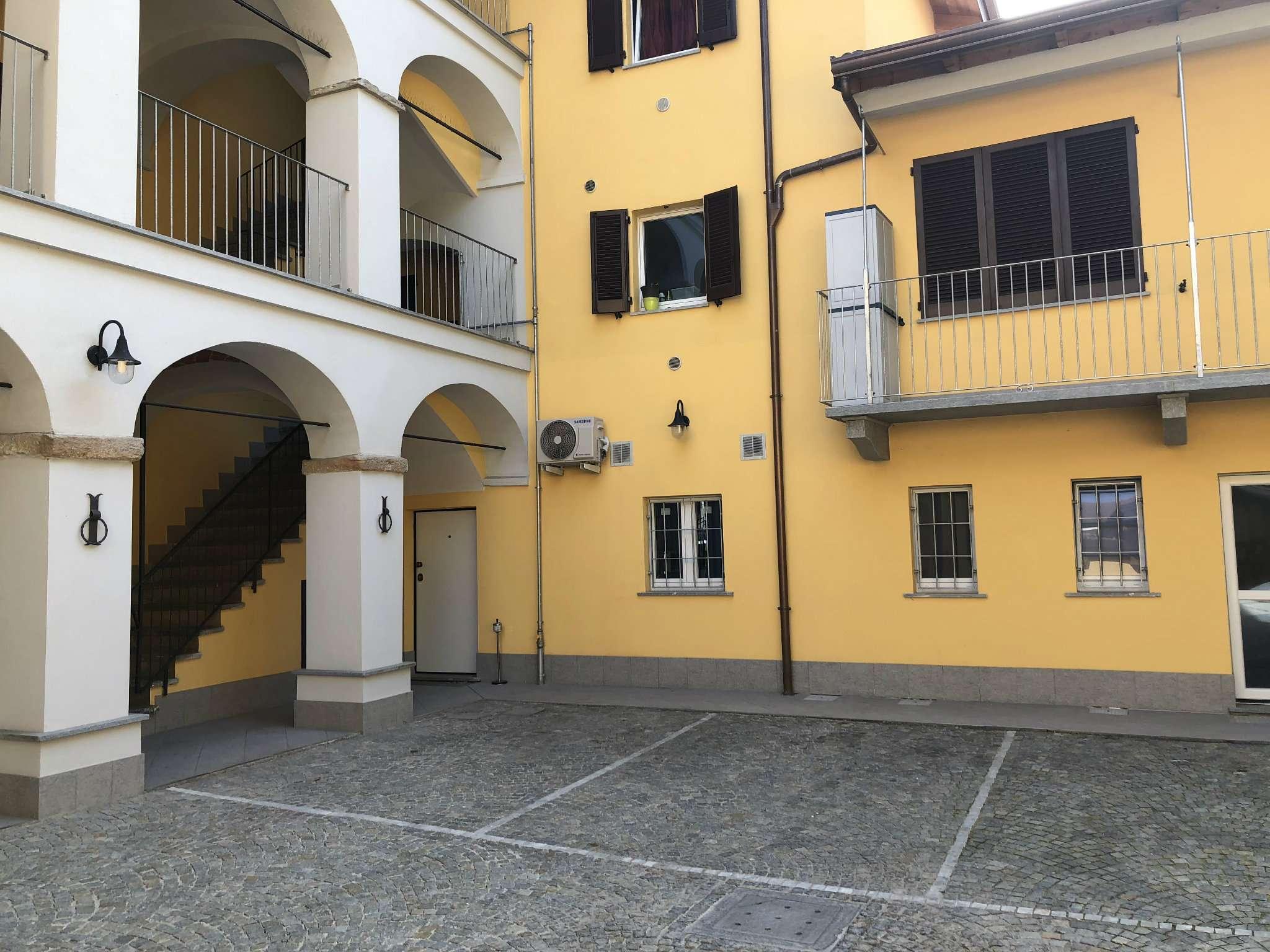 Appartamento parzialmente arredato in affitto Rif. 8401240
