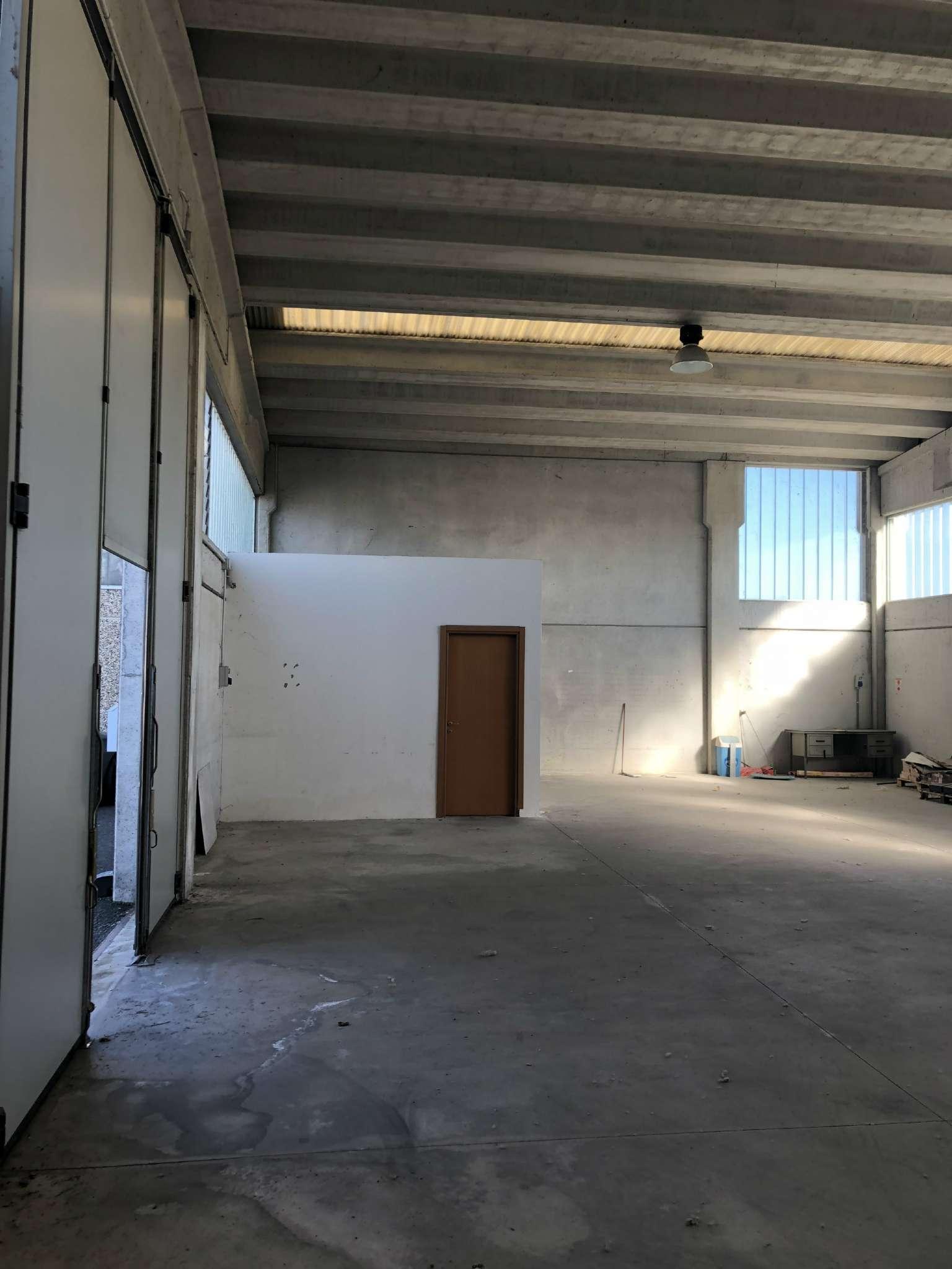 Capannone in affitto a San Pietro Mosezzo, 1 locali, prezzo € 800   CambioCasa.it