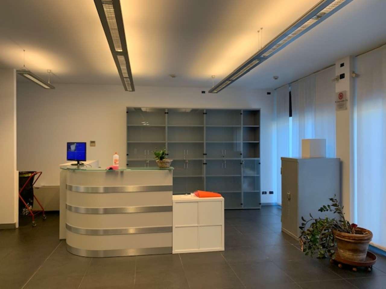 Ufficio / Studio in affitto a Trecate, 2 locali, prezzo € 2.200 | CambioCasa.it