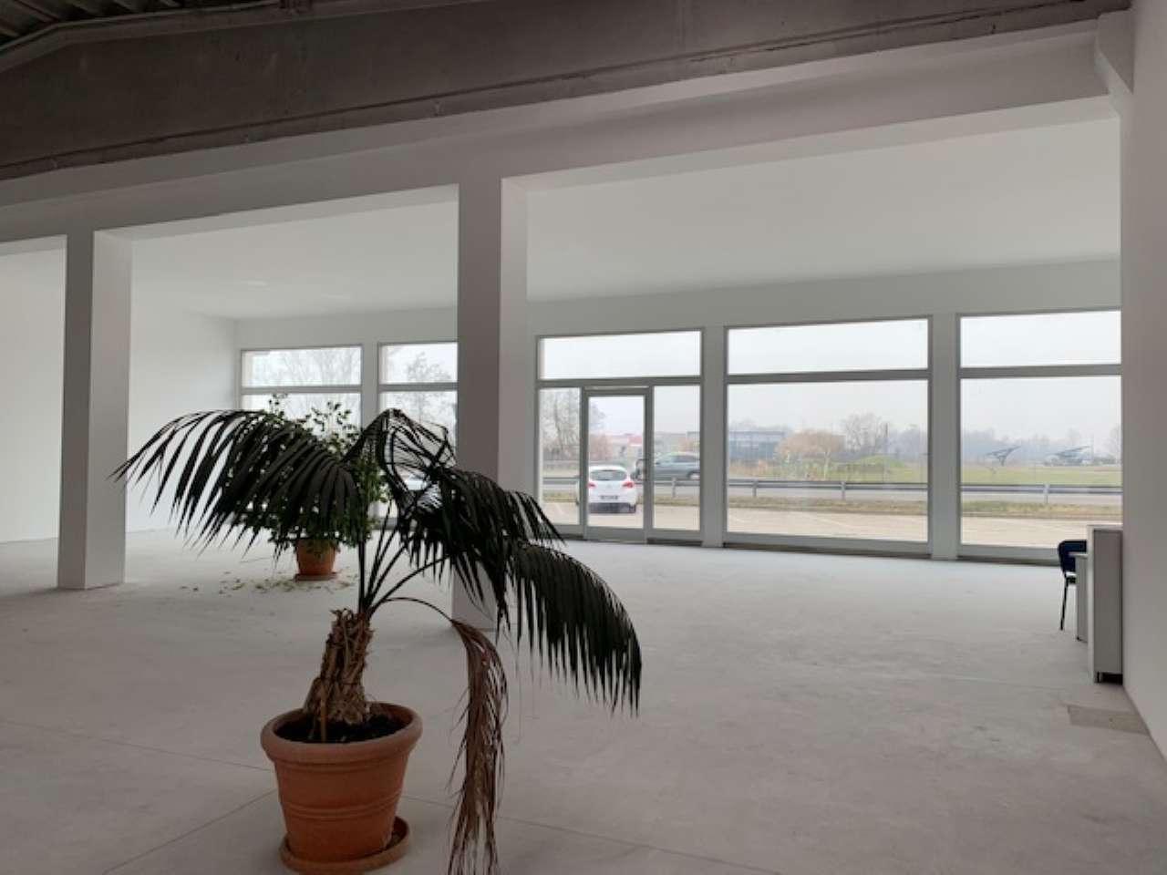 Capannone in affitto a Vercelli, 1 locali, prezzo € 2.700 | PortaleAgenzieImmobiliari.it
