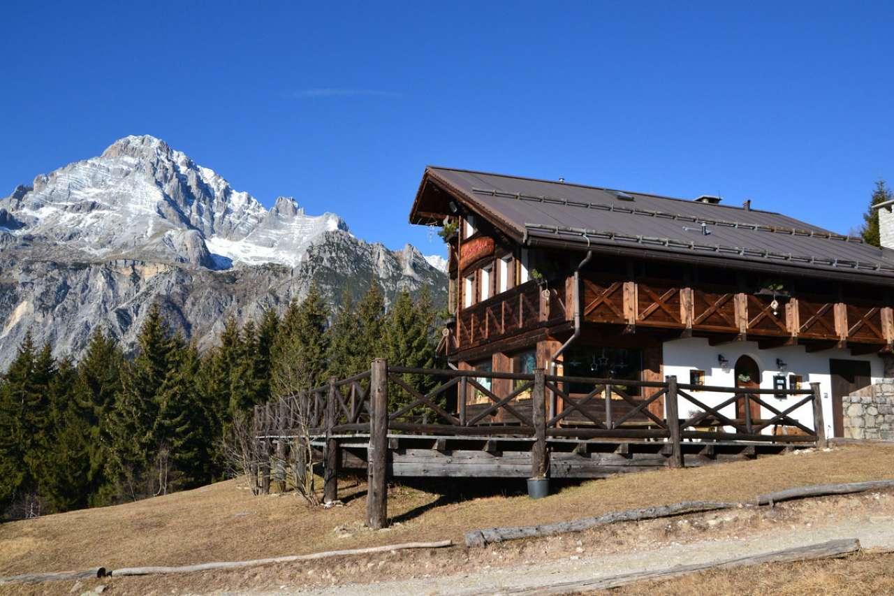 Albergo in vendita a Valle di Cadore, 9999 locali, Trattative riservate | CambioCasa.it